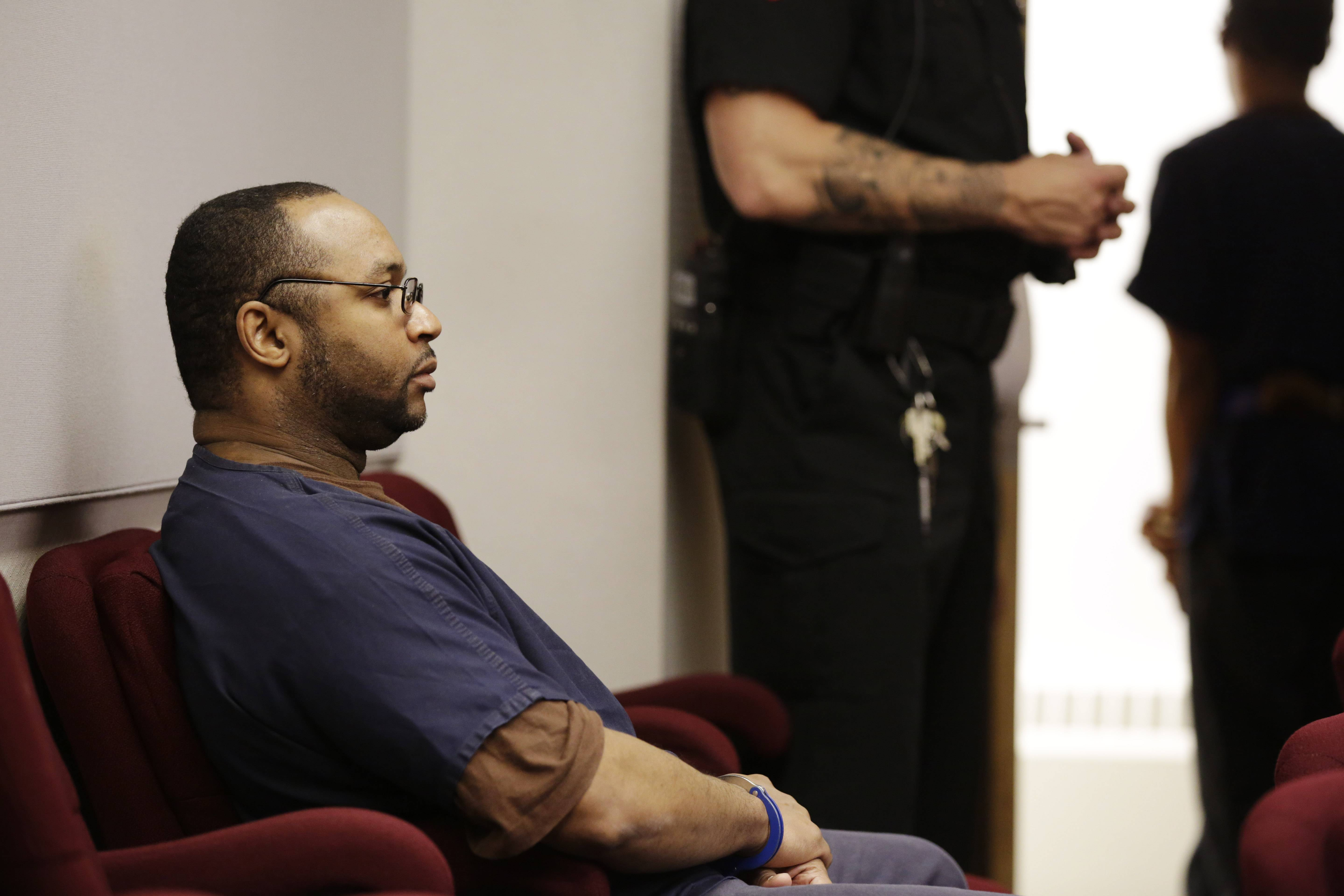 Chicago man gets life in prison for 1994 murder of Waukegan store owner