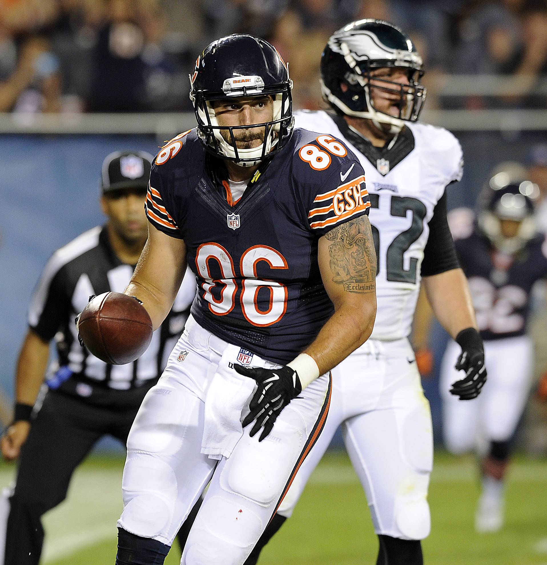 Bears tight end Zach Miller hauls in a Jordan Palmer pass for one of his 2 touchdowns in Friday's 34-28 victory in the preseason opener.