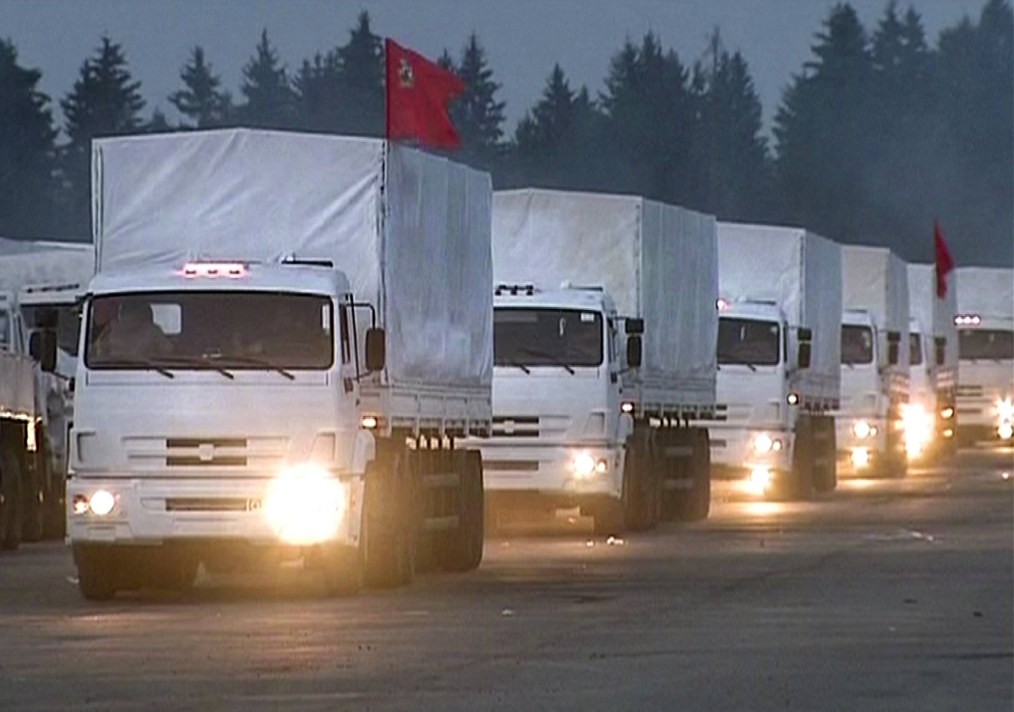A convoy of 280 Russian trucks headed for eastern Ukraine early Tuesday, one day after agreement was reached on an international humanitarian relief mission.
