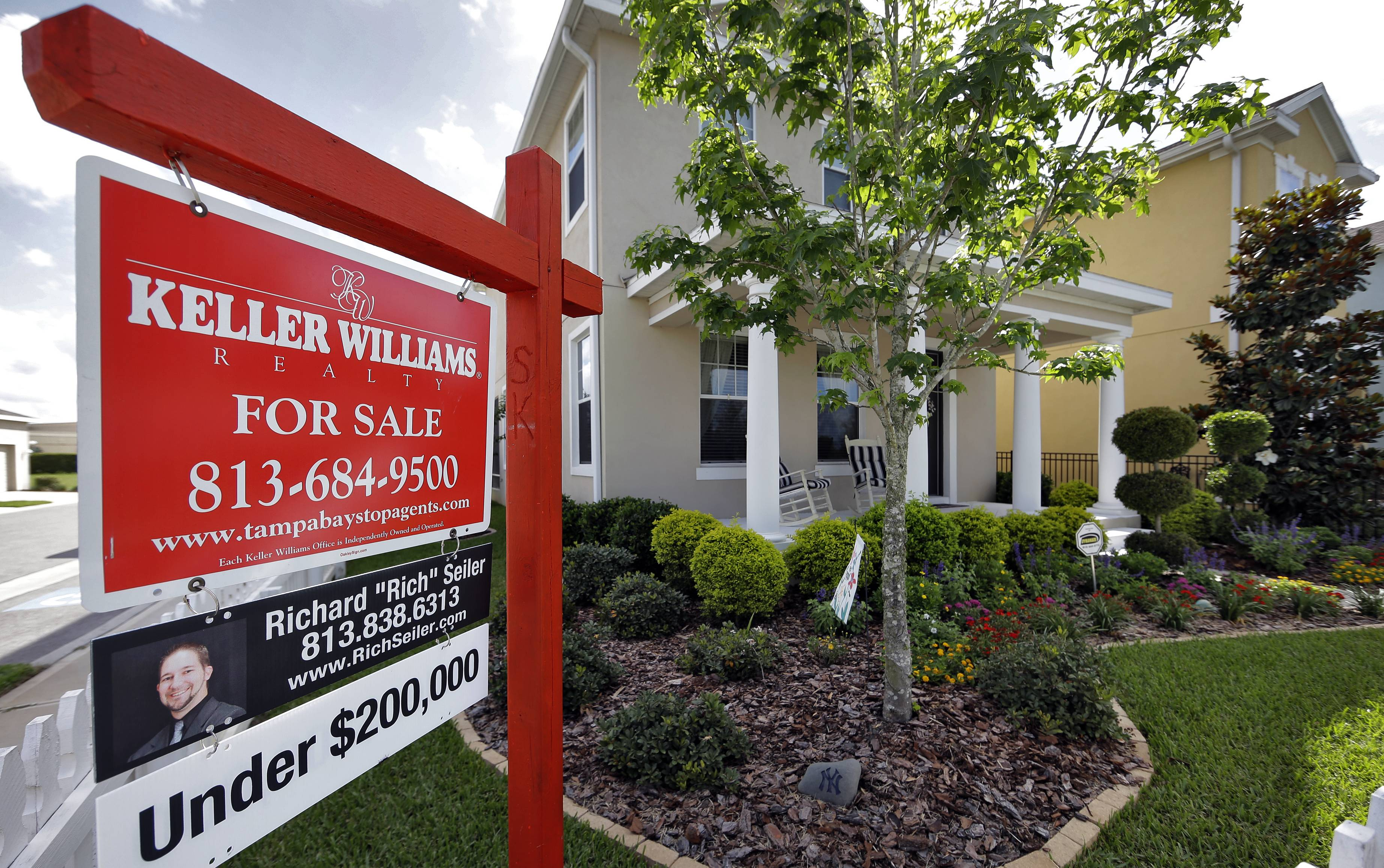 Mortgage applications in the U.S. declined as fewer Americans refinanced their homes.