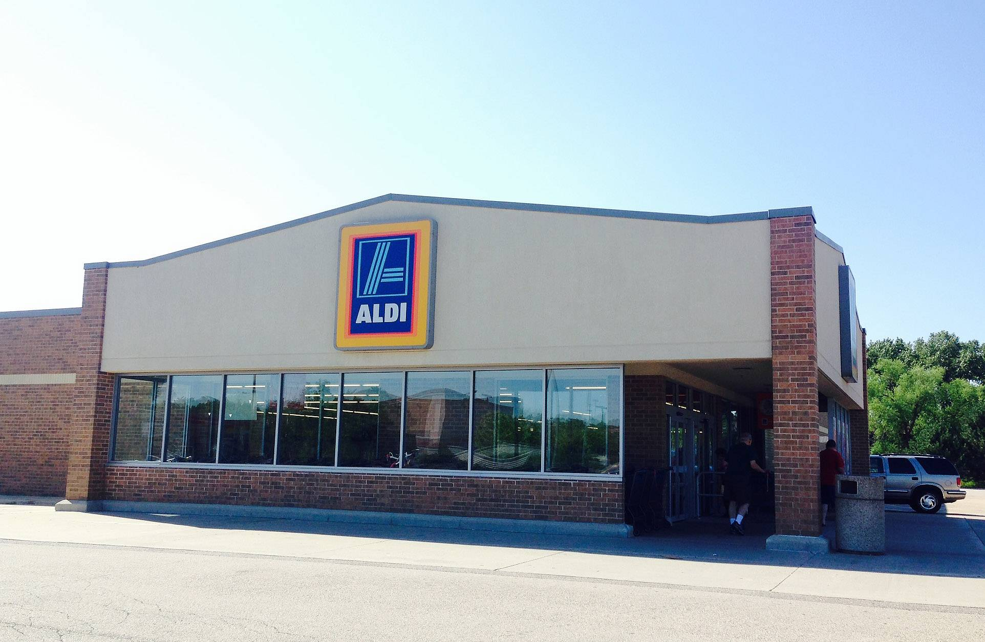 An armed robber held up the Aldi at 215 S. Randall Road in Elgin Wednesday night.