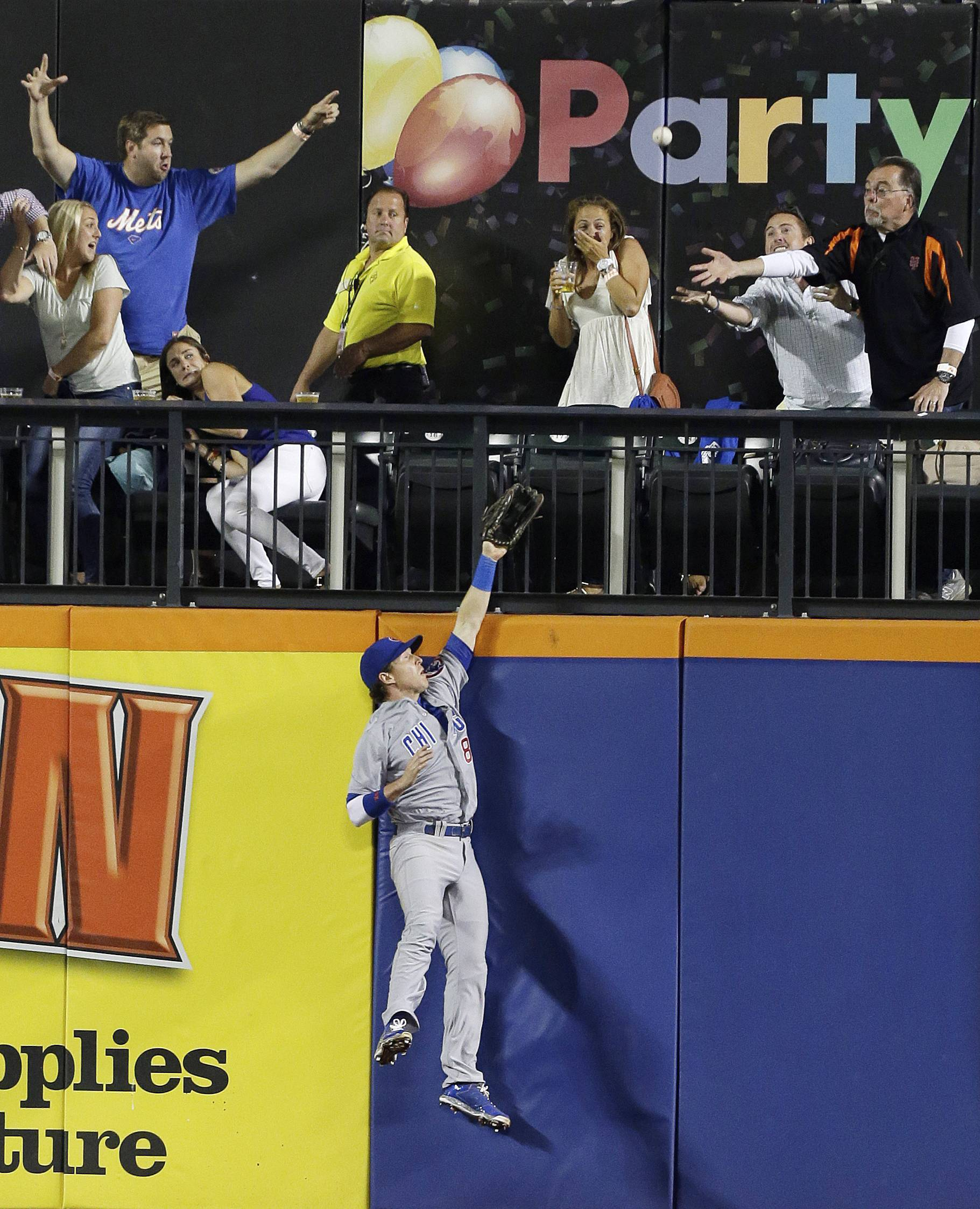 Cubs left fielder Chris Coghlan can't catch up to Eric Campbell's three-run home run for the Mets Friday in New York.