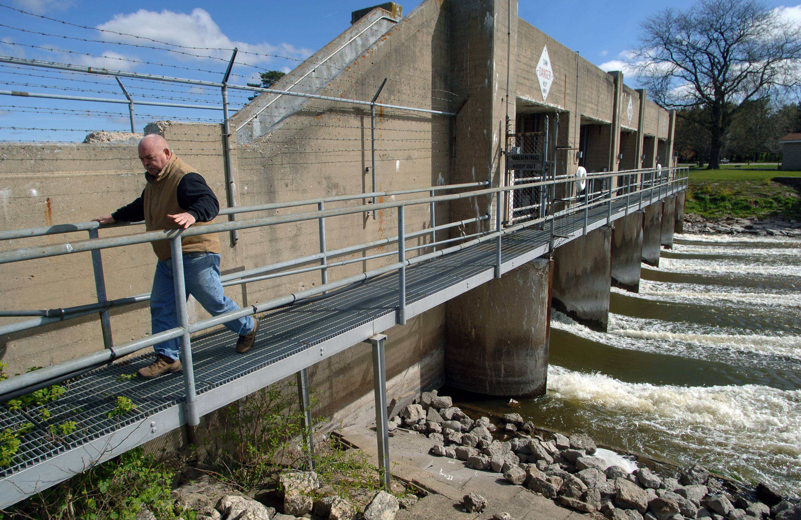 Lockmaster John Palmieri walks across the dam at the William G. Stratton Lock & Dam near McHenry in 2012.