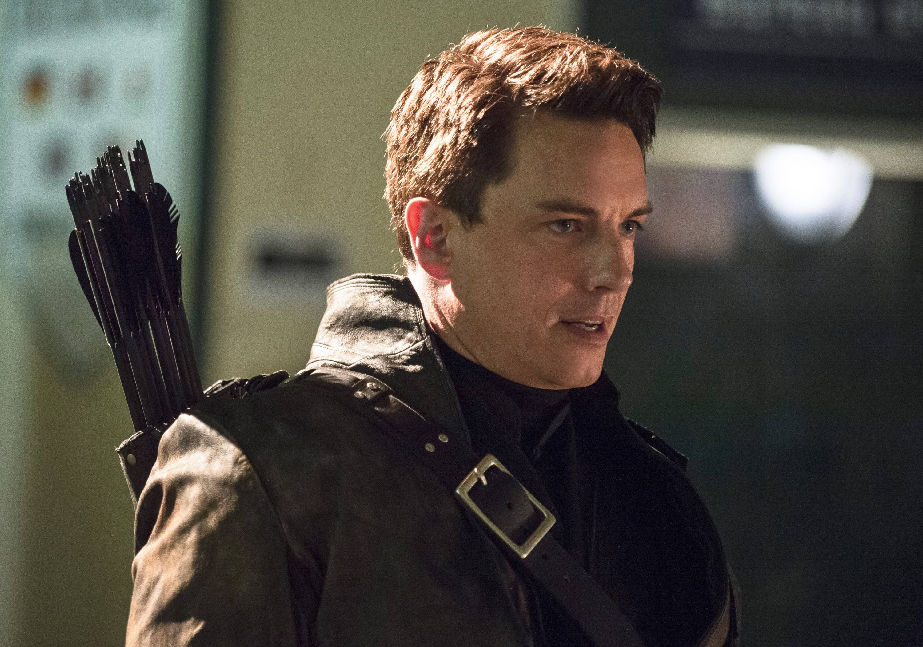 "John Barrowman, who stars as Malcolm Merlyn on The CW's ""Arrow,"" developed his love of science fiction while growing up in Joliet and Aurora. He appears at Wizard World Chicago Comic Con this weekend in Rosemont."