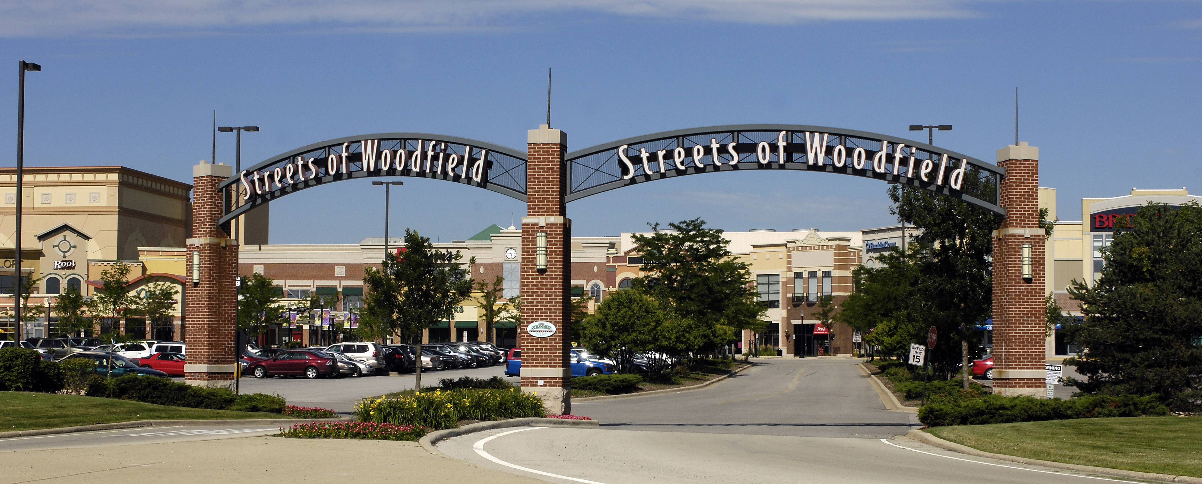 A majority of Schaumburg trustees Tuesday agreed to allow two 400-square-foot LED signs on the parking garage of Streets of Woodfield shopping center as well as more ground signs.