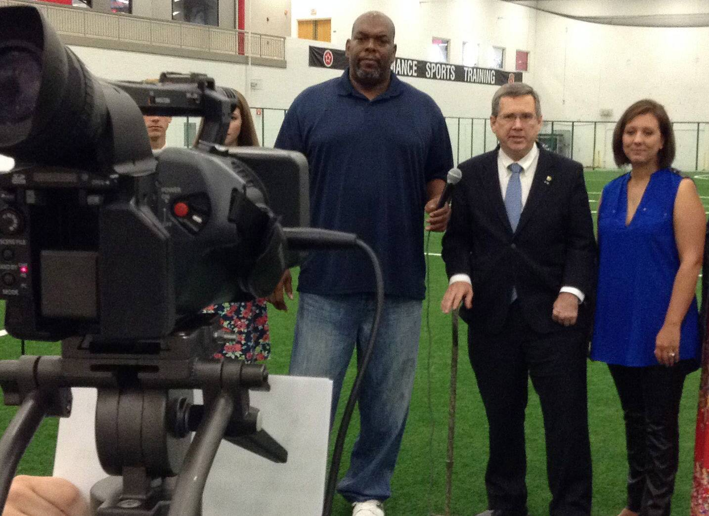 "Former Bears lineman James ""Big Cat"" Williams, left, joins Sen. Mark Kirk in Libertyville to film a public service announcement about cyberbullying."