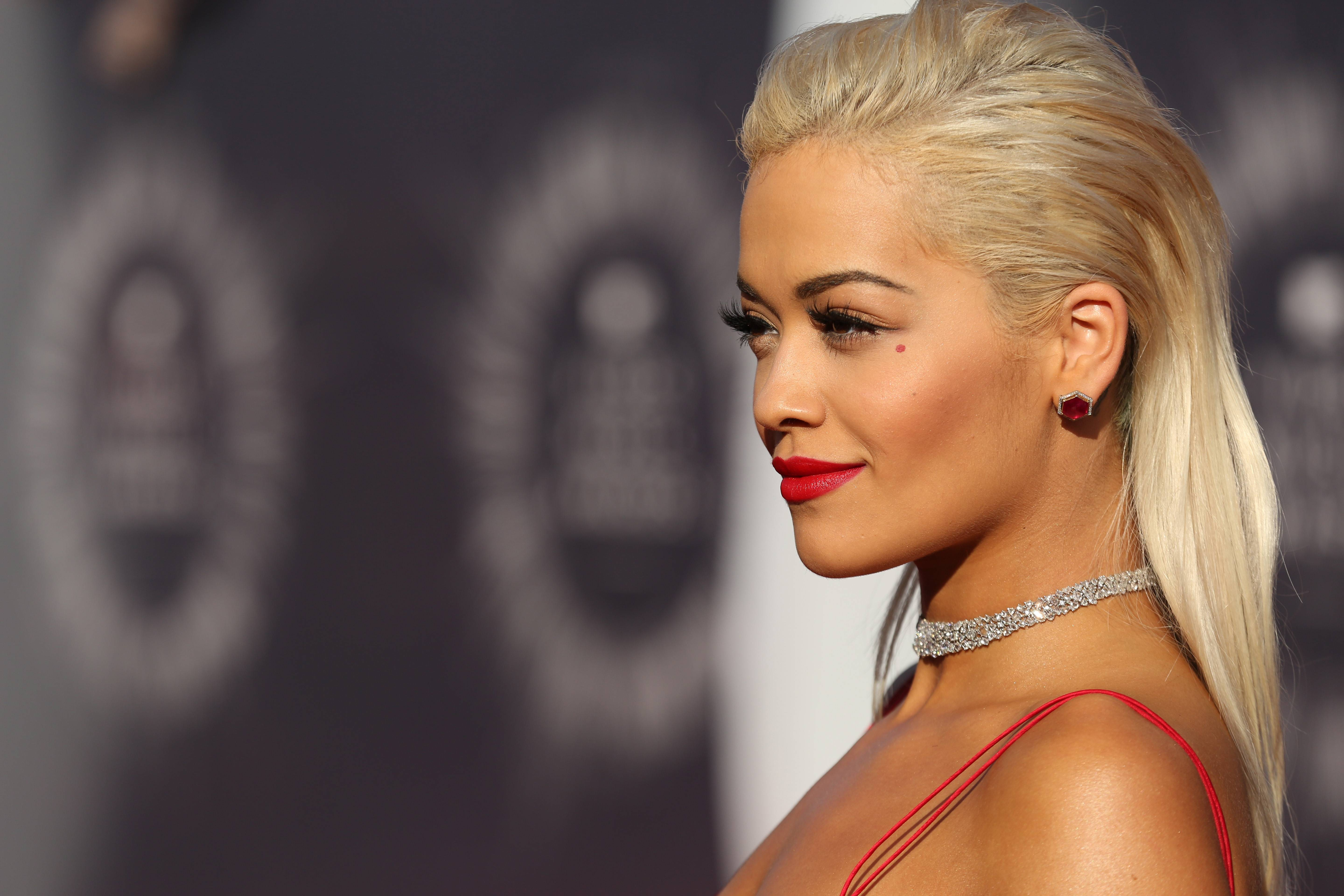 Rita Ora goes for the glamour, but did she pull it off?