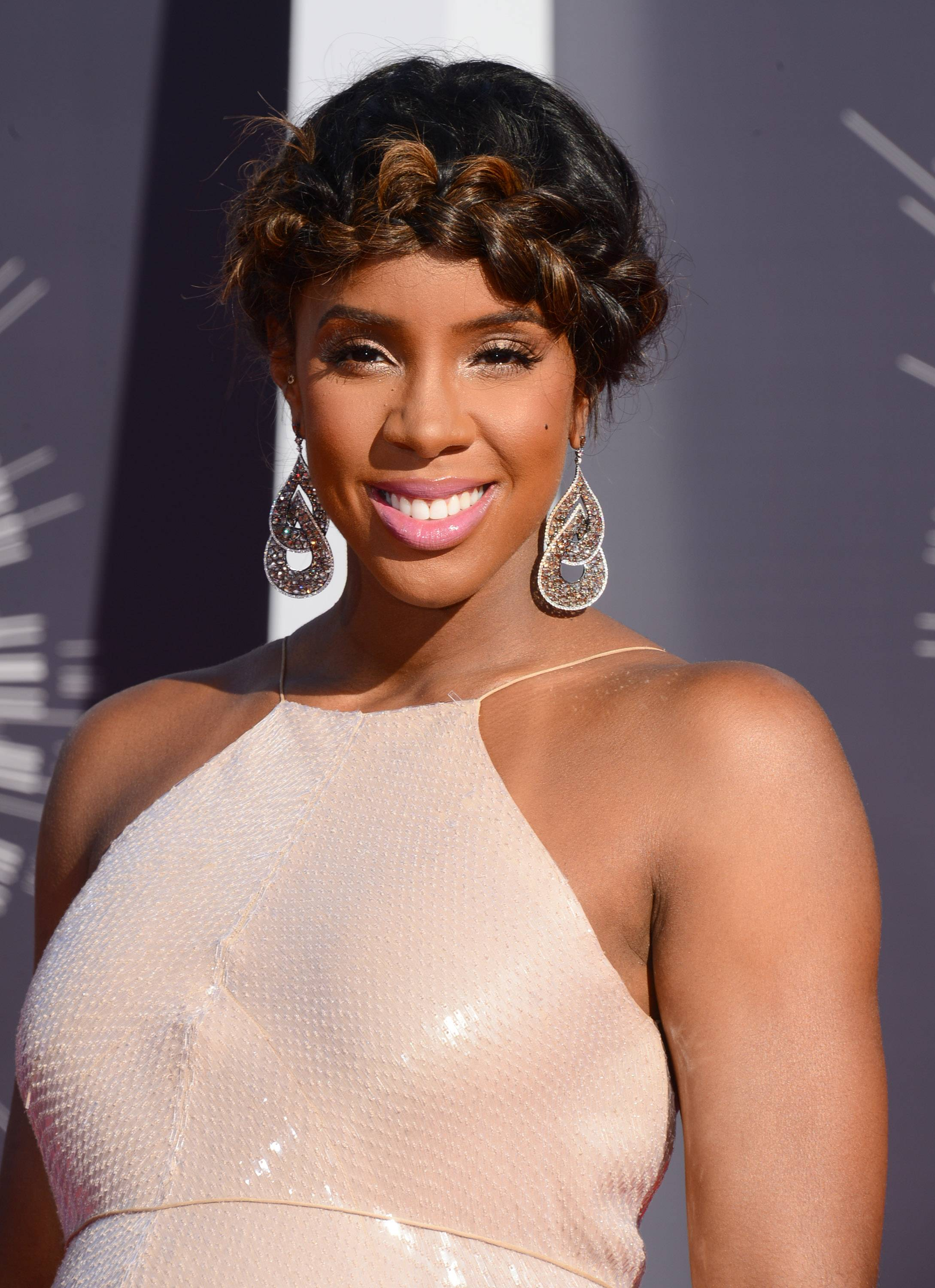 "WORST: Kelly Rowland's hair says ""here comes Heidi"" not high fashion."