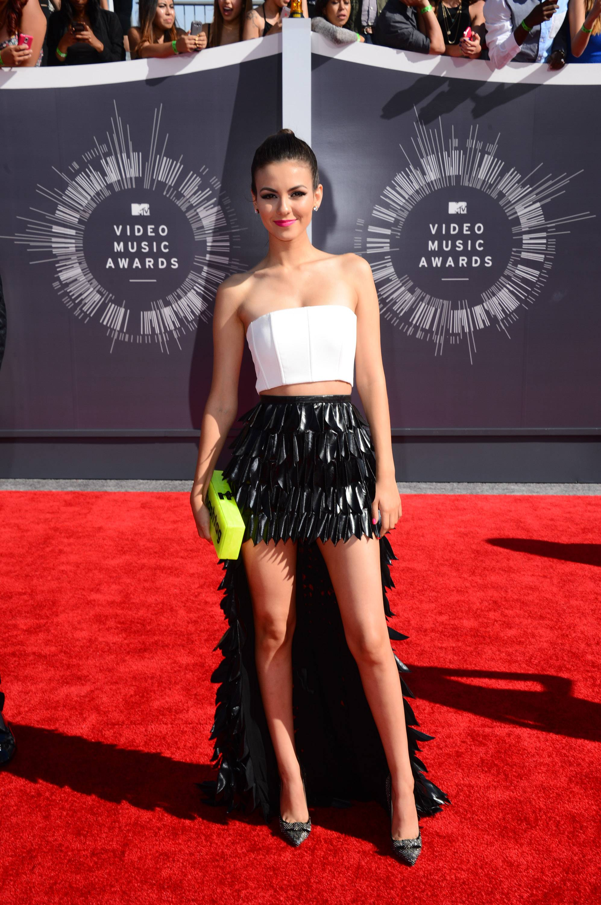 "WORST: Someone is trying too hard to look cool. Victoria Justice's weird skirt and almost-trendy-but-not handbag are definitely in the ""fashion don't"" category."