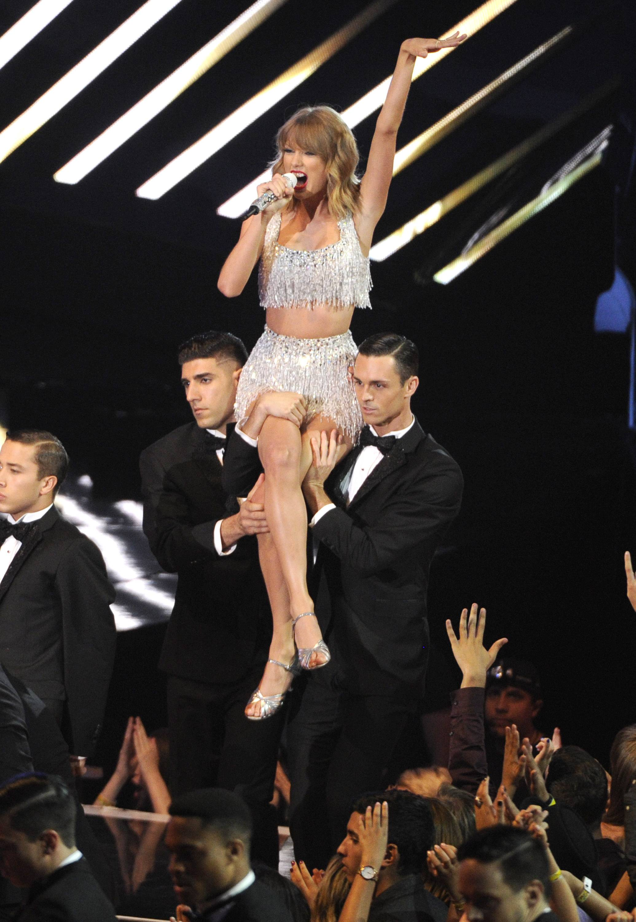 "Taylor Swift performs her new single ""Shake It Off"" at the MTV Video Music Awards."