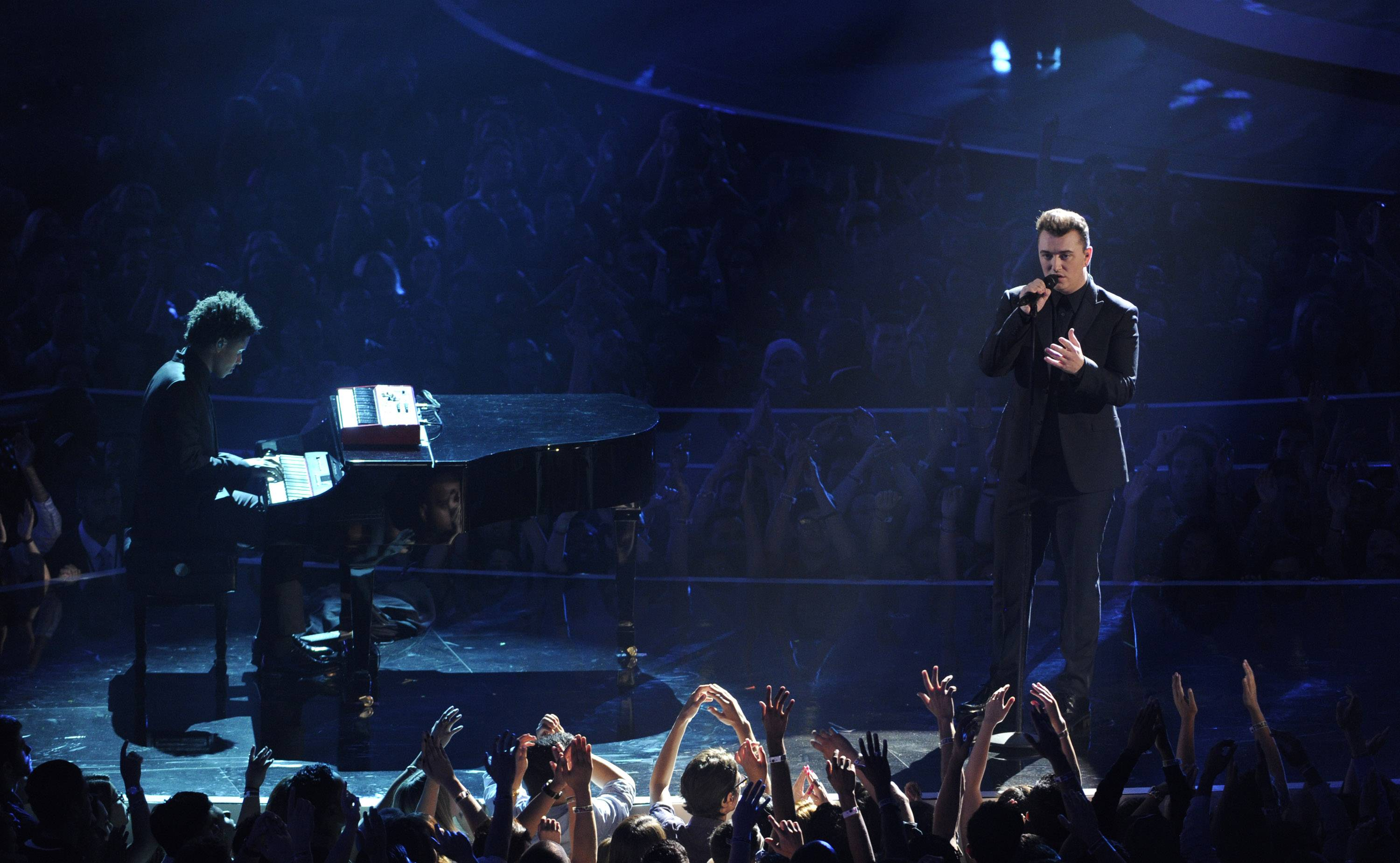 "Sam Smith pulls of a powerhouse performance of his hit ""Stay With Me"" at the MTV Video Music Awards."