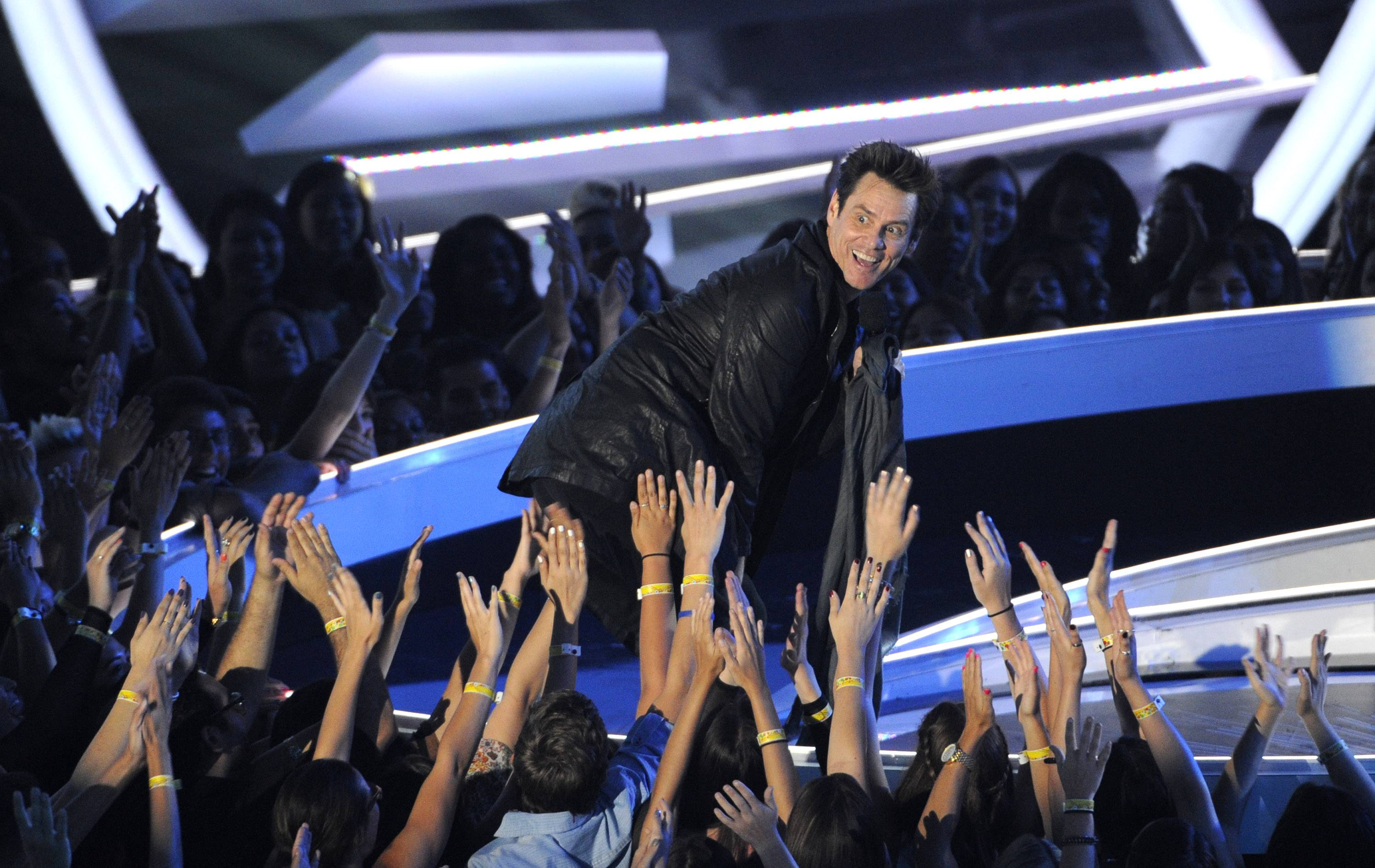 Jim Carrey presents the award for Best Pop Video at the MTV Video Music Awards.