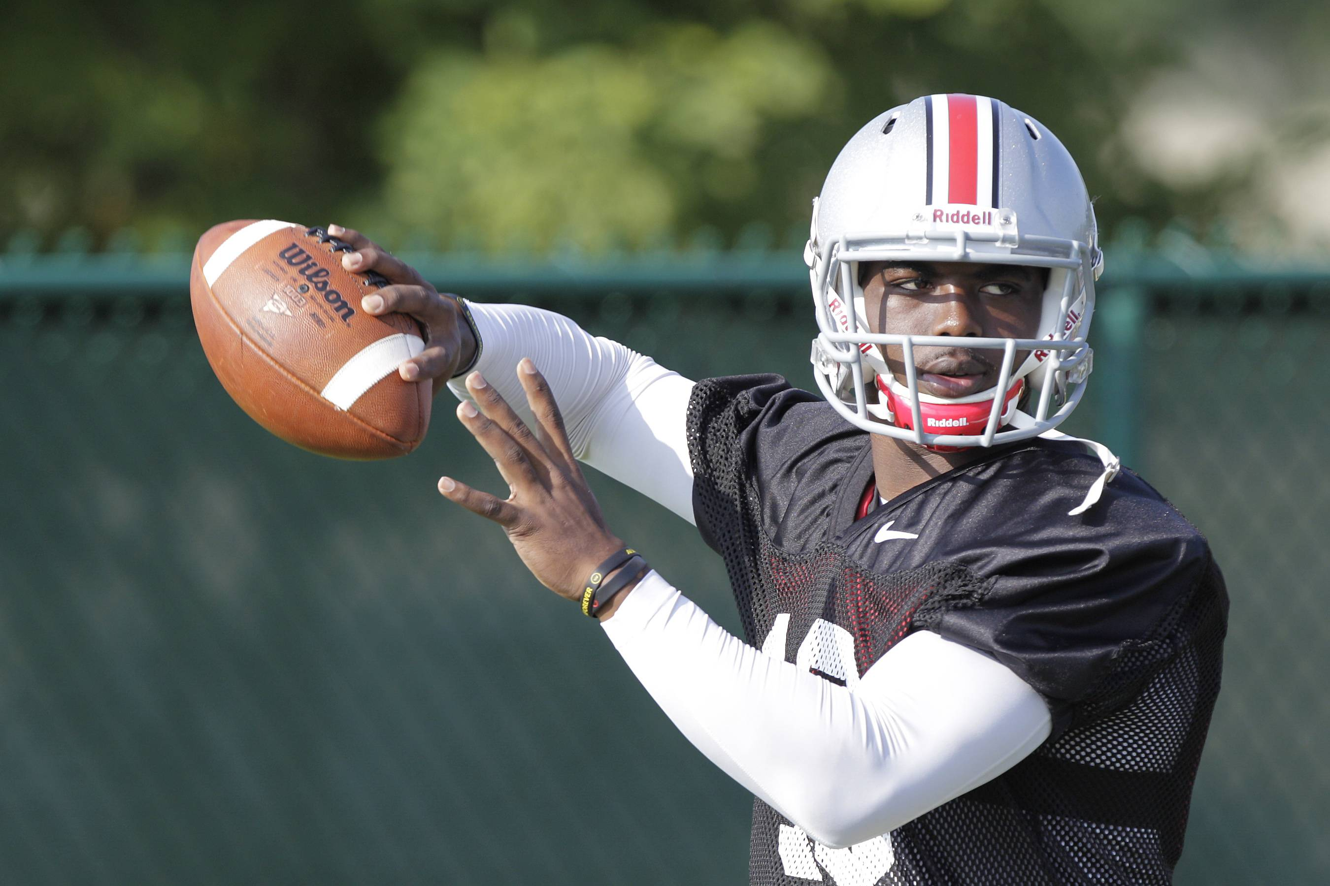 J.T. Barrett, a redshirt freshman who has never taken a collegiate snap, will start at quarterback for Ohio State on Saturday.