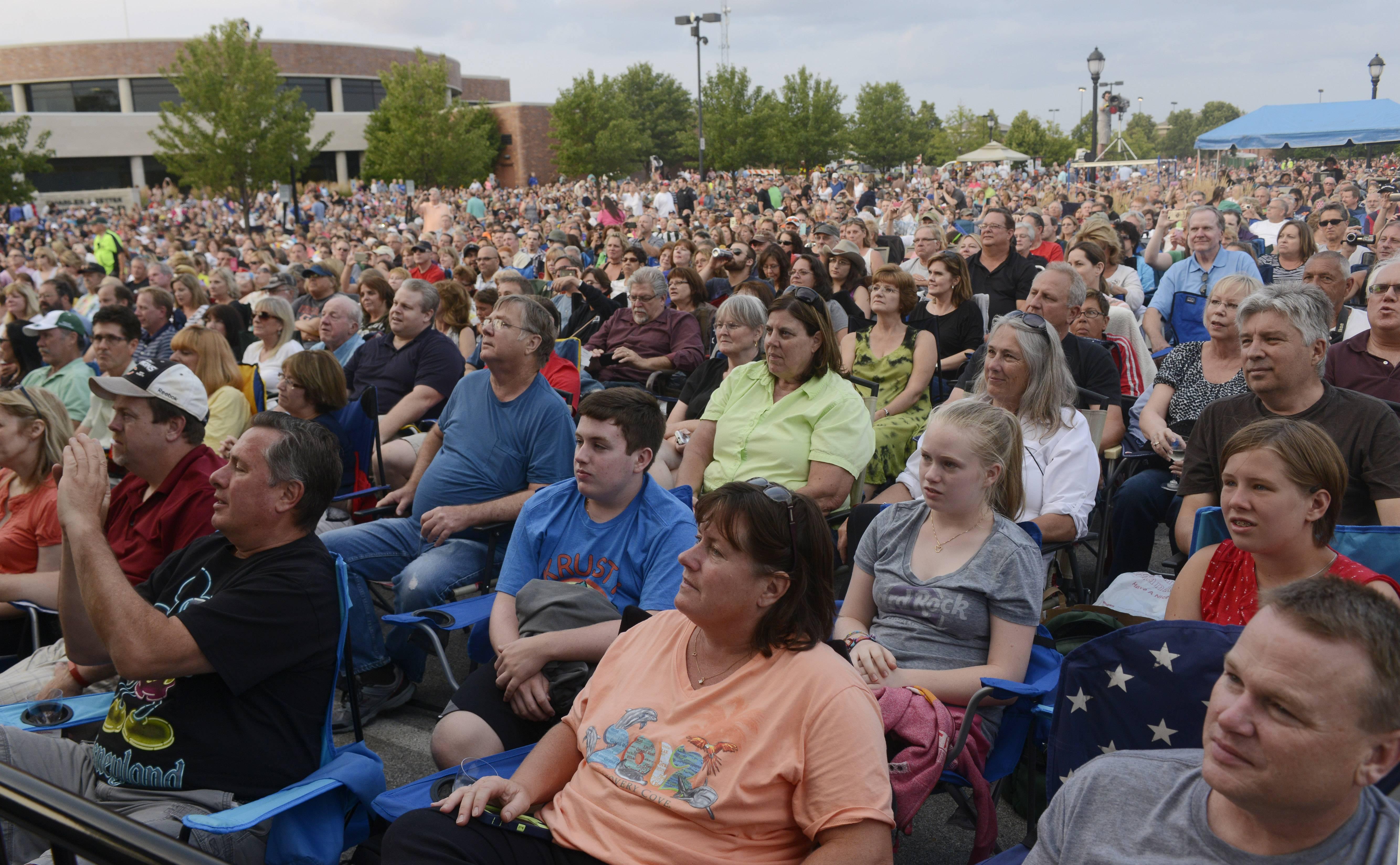 Elk Grove banning blankets at summer concerts
