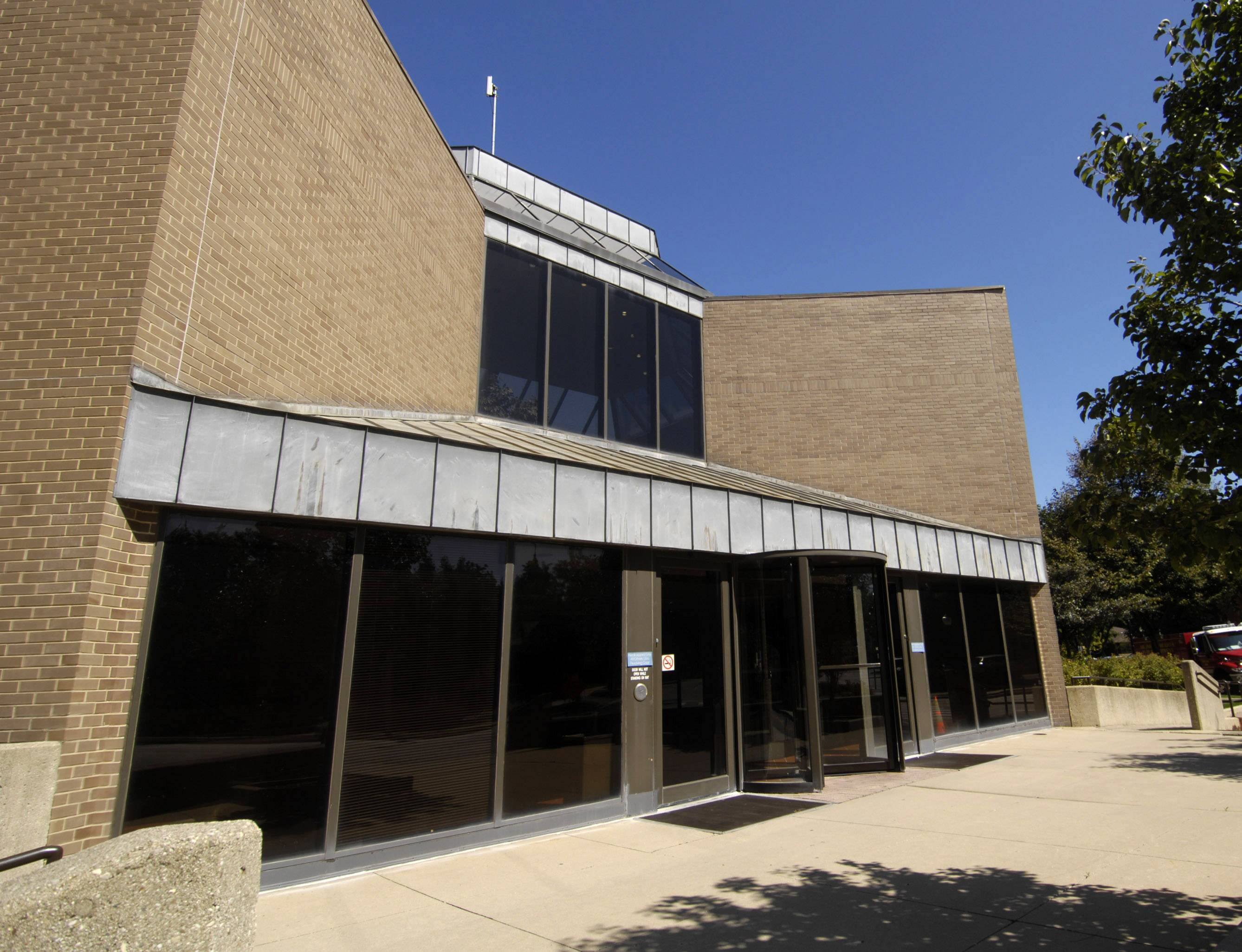 Arlington Heights again is buying a study on whether a new police station can be built to replace the outdated one at 200 E Sigwalt Ave.