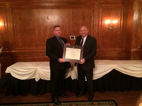 Commander Michael Richards of the Mundelein Police Department recently graduated from the Executive Management Program at Northwestern University.