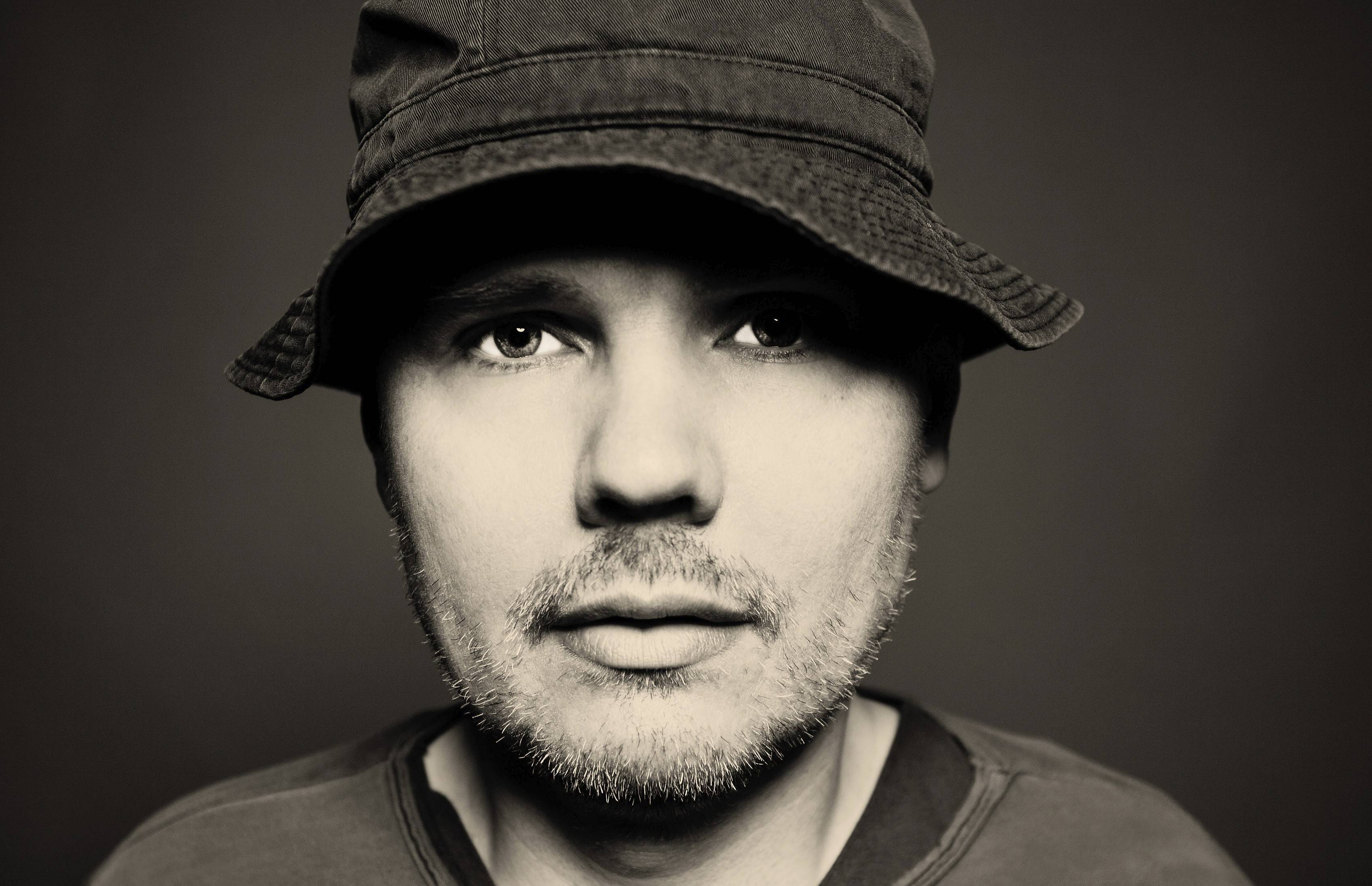 "Billy Corgan's solo acoustic show at Ravinia Saturday, Aug. 30, will draw on material from ""Chicago Kid,"" an unreleased set of songs written in the wake of his venture with Zwan, one of his Pumpkins sidelines."