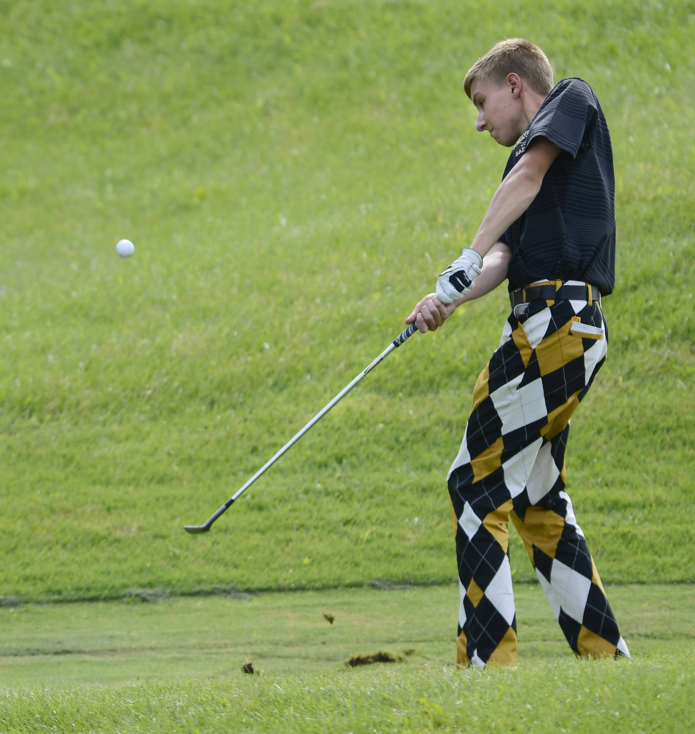 Streamwood's Chase Pantle chips Thursday at the Geneva boys golf invitational at Mill Creek Golf Club.