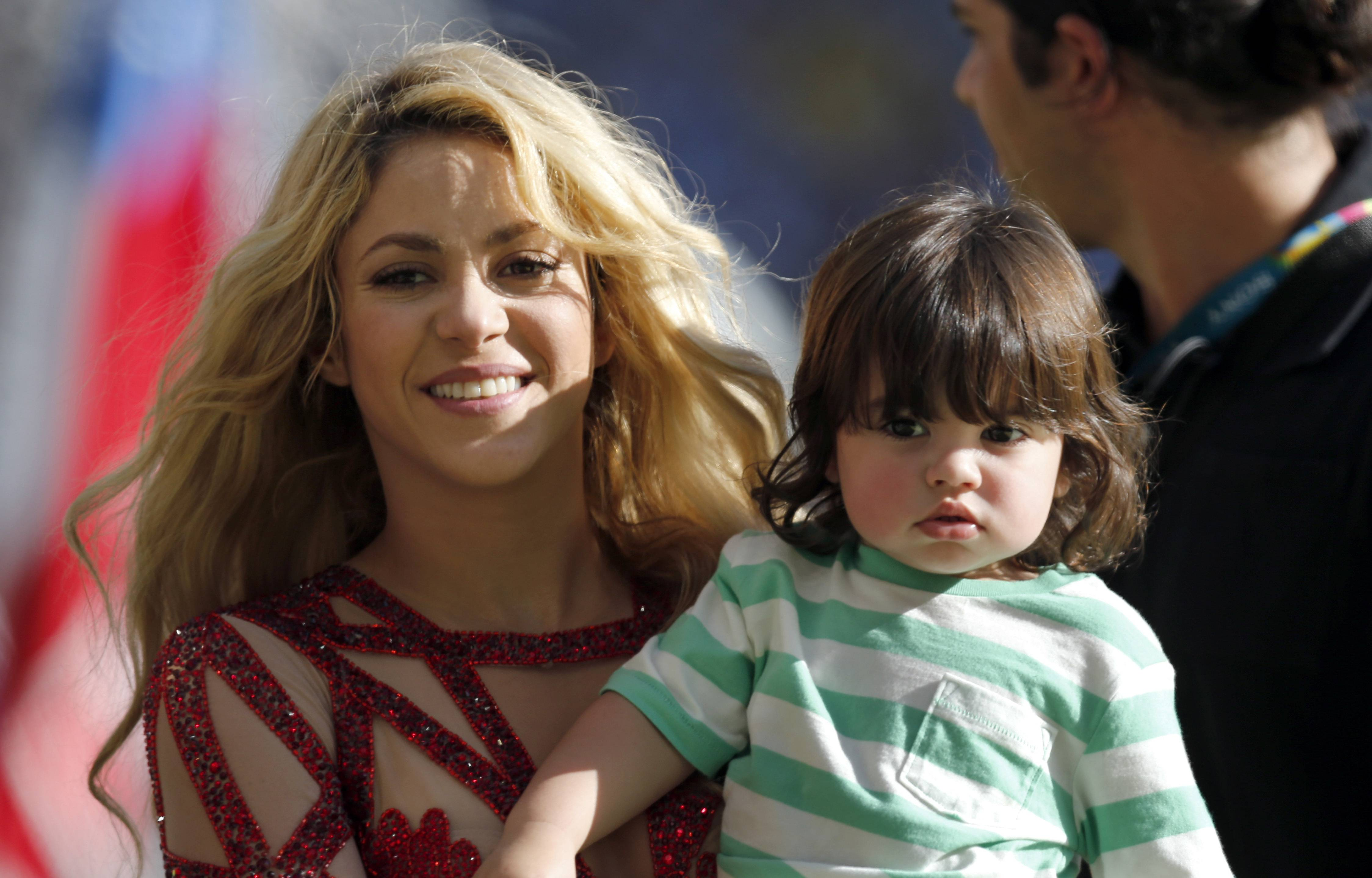 Shakira announced that she is pregnant on her Facebook and Twitter pages on Thursday.