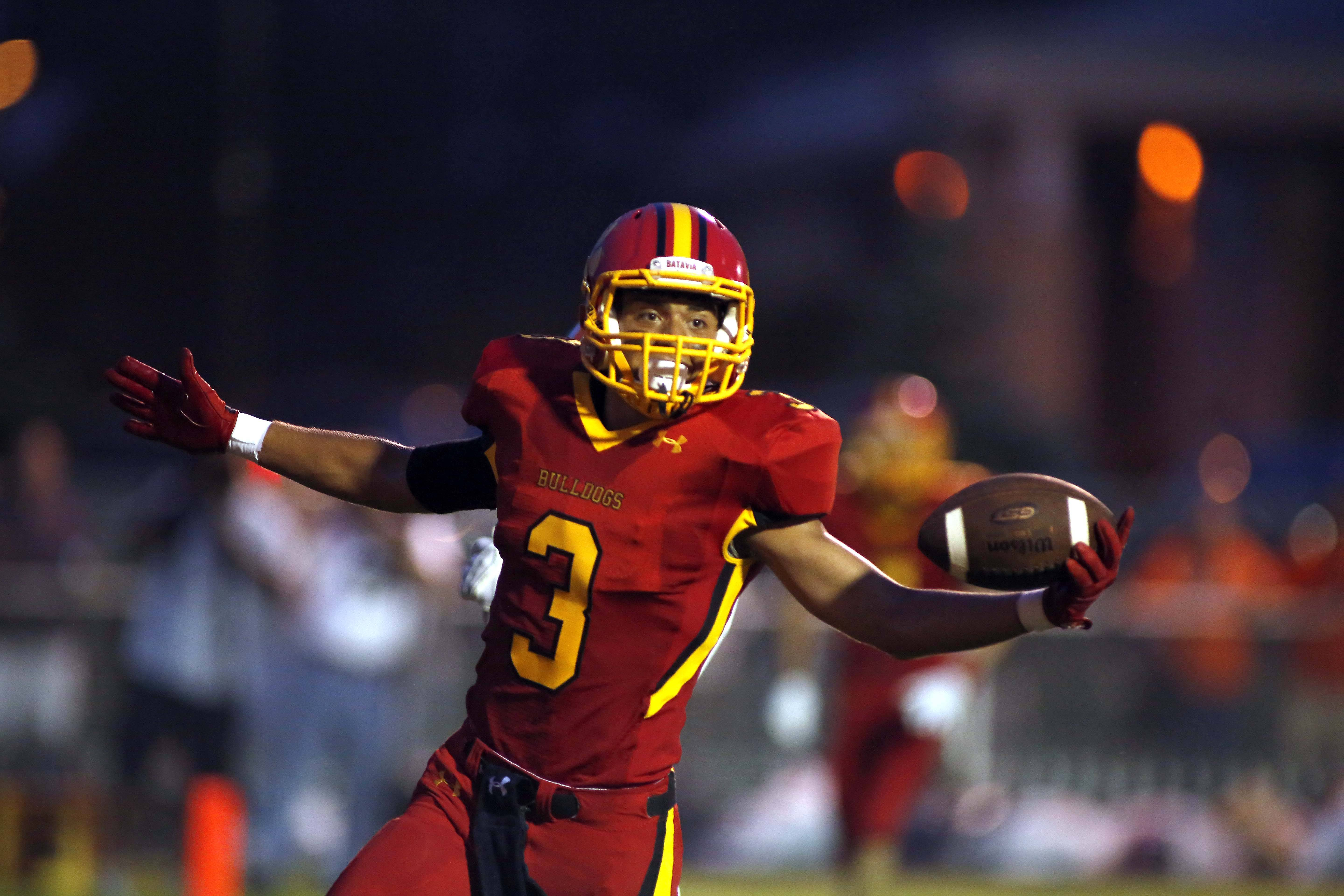 Batavia wide receiver Canaan Coffey (3) celebrates after the Bulldog's first touchdown of the season .