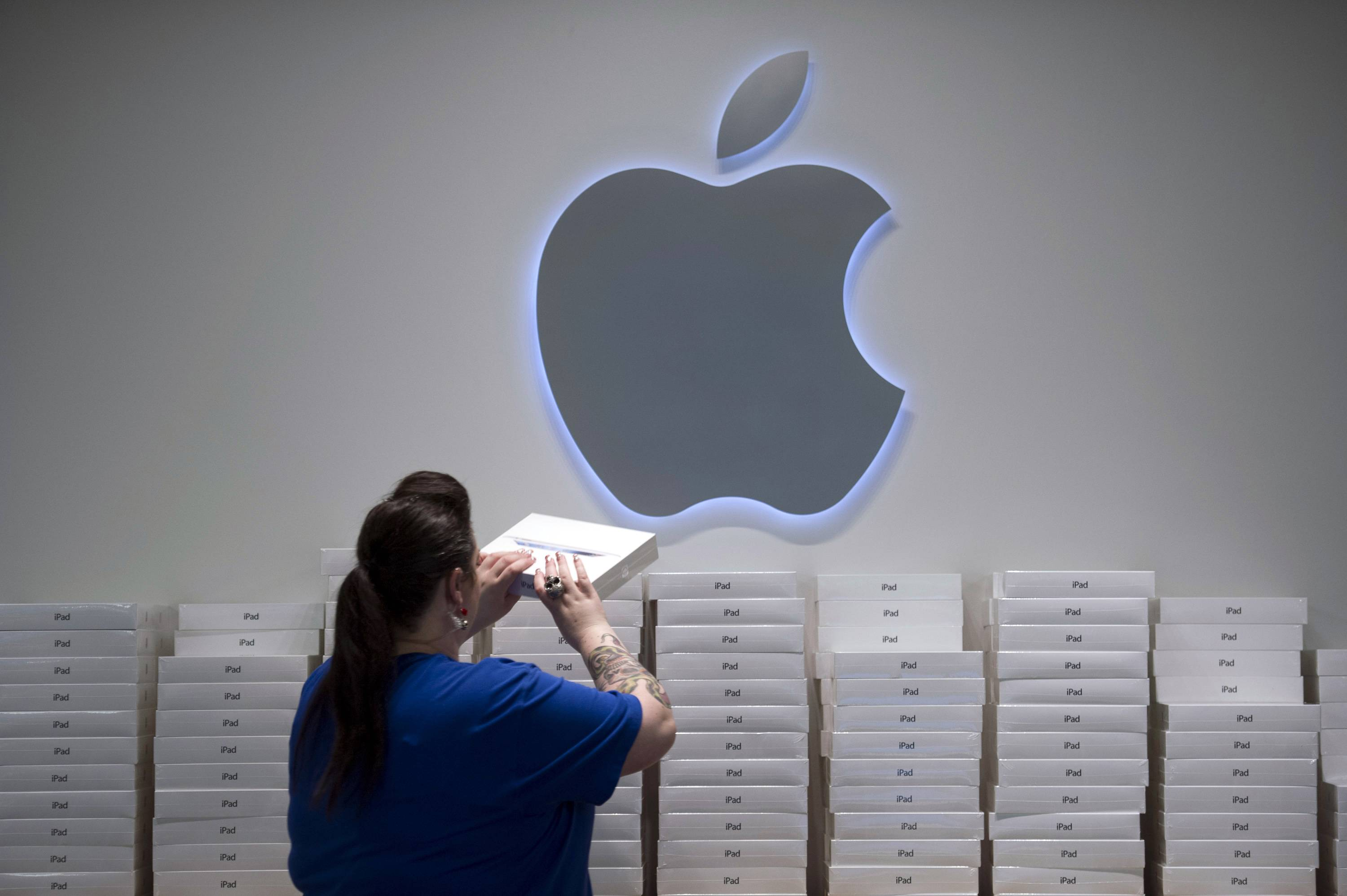 Apple's suppliers are preparing to manufacture the company's largest iPad, with production scheduled to commence by the first quarter of next year, according to people with knowledge of the matter. The new iPad will have a screen measuring 12.9 inches diagonally, said the people, who asked not to be identified because the details aren't public.