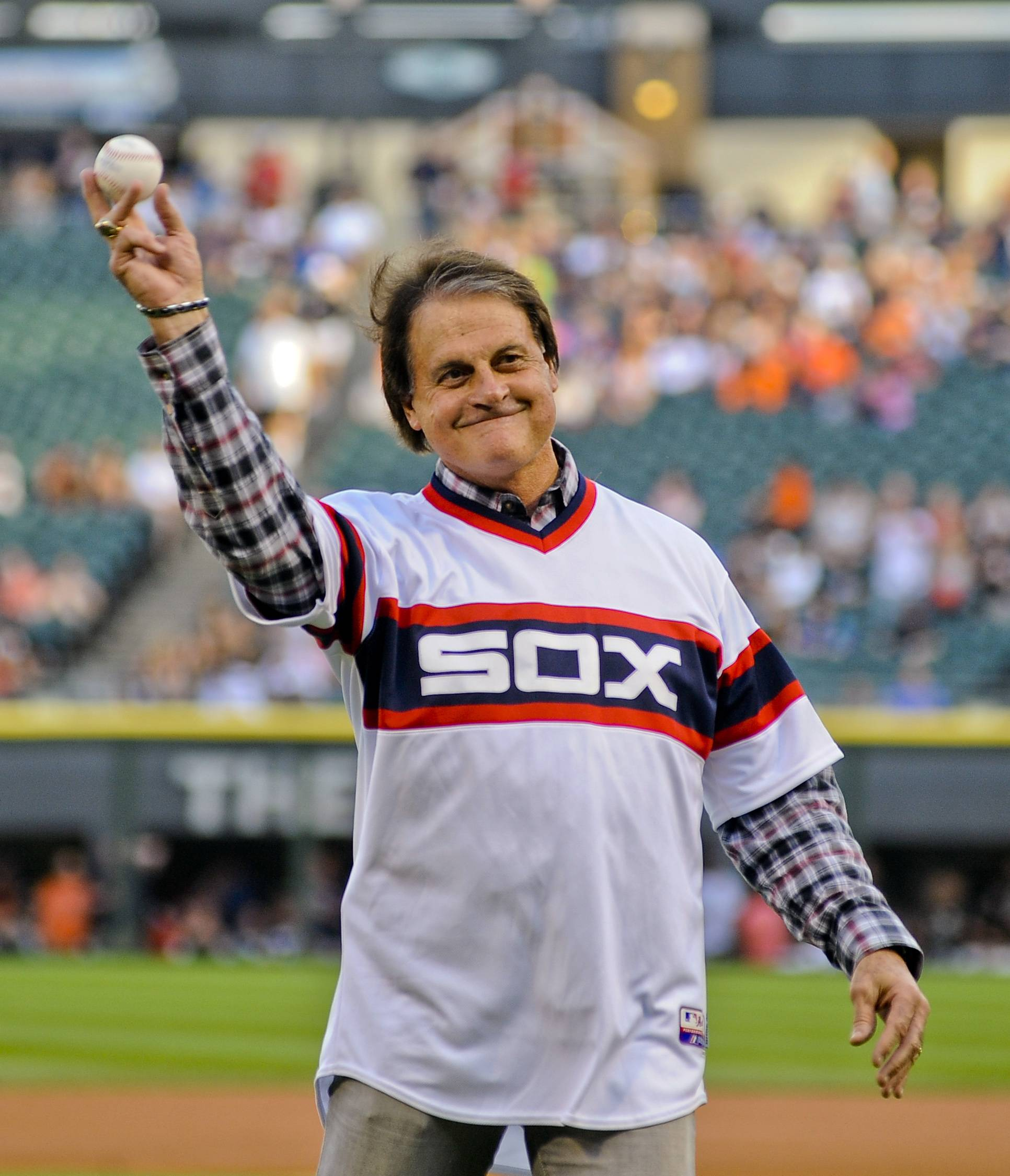 Former Chicago White Sox manager Tony La Russa throws out a ceremonial first pitch before the second game of the White Sox's baseball doubleheader against the Detroit Tigers in Chicago on Saturday, Aug. 30, 2014.
