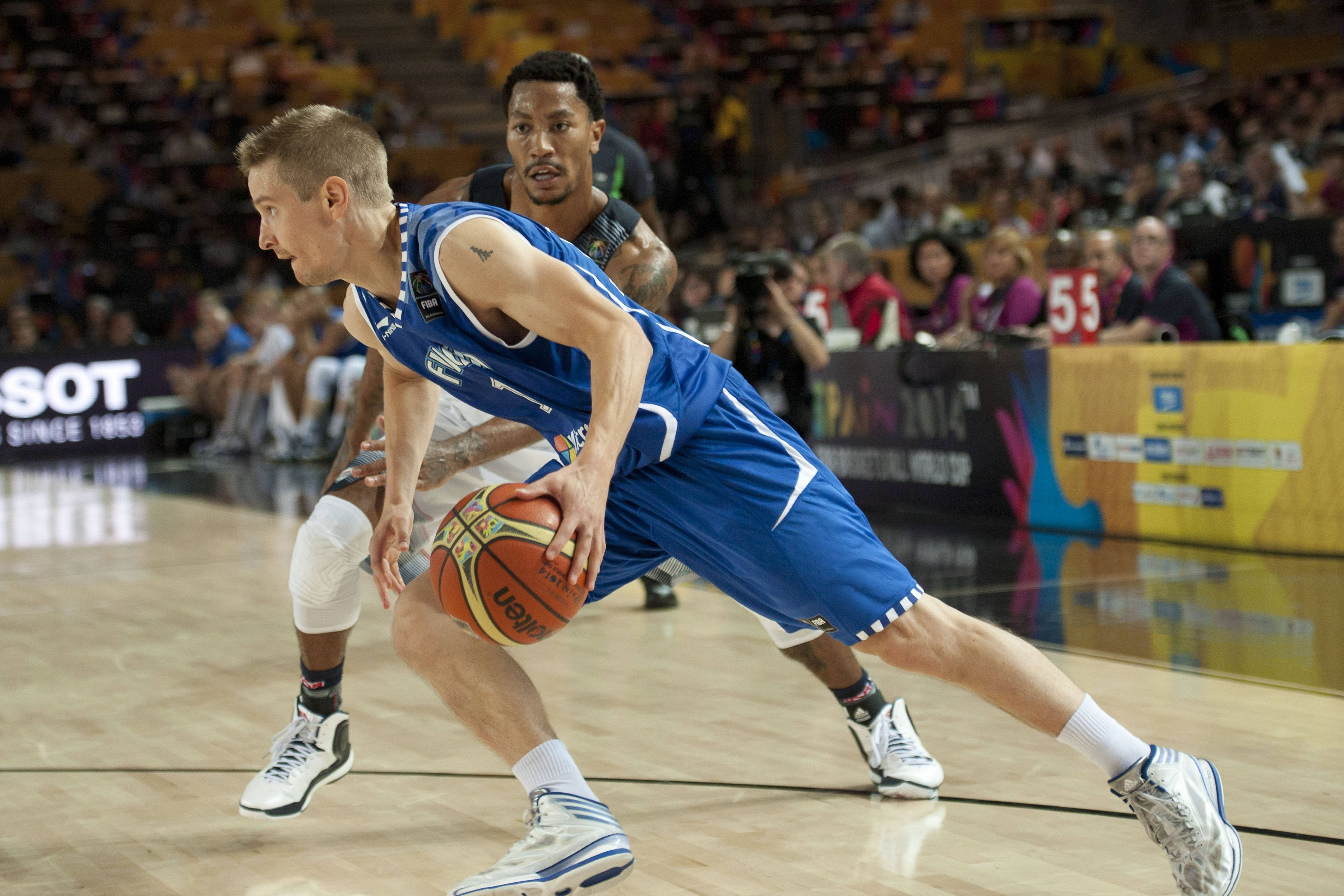 Finland's Mikko Koivisto, front, controls the ball beside United States's Derrick Rose of the Bulls, during their match at the Basketball World Cup Saturday in Bilbao, Spain.