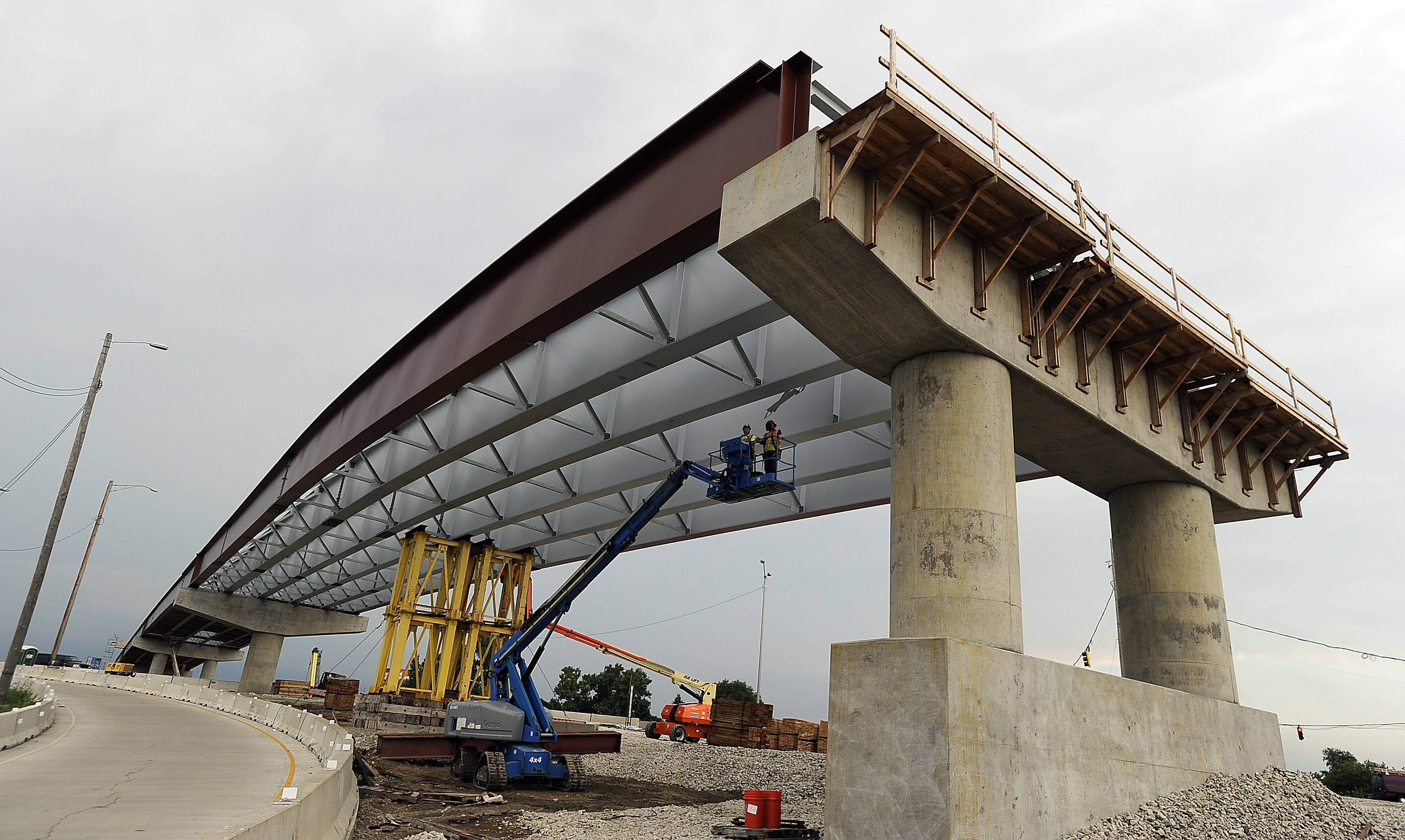 The bridge expansion section over the I-290/Elgin-O'Hare Expressway interchange is in full swing with the another section being added in October. The project is expected to be complete in 2017.