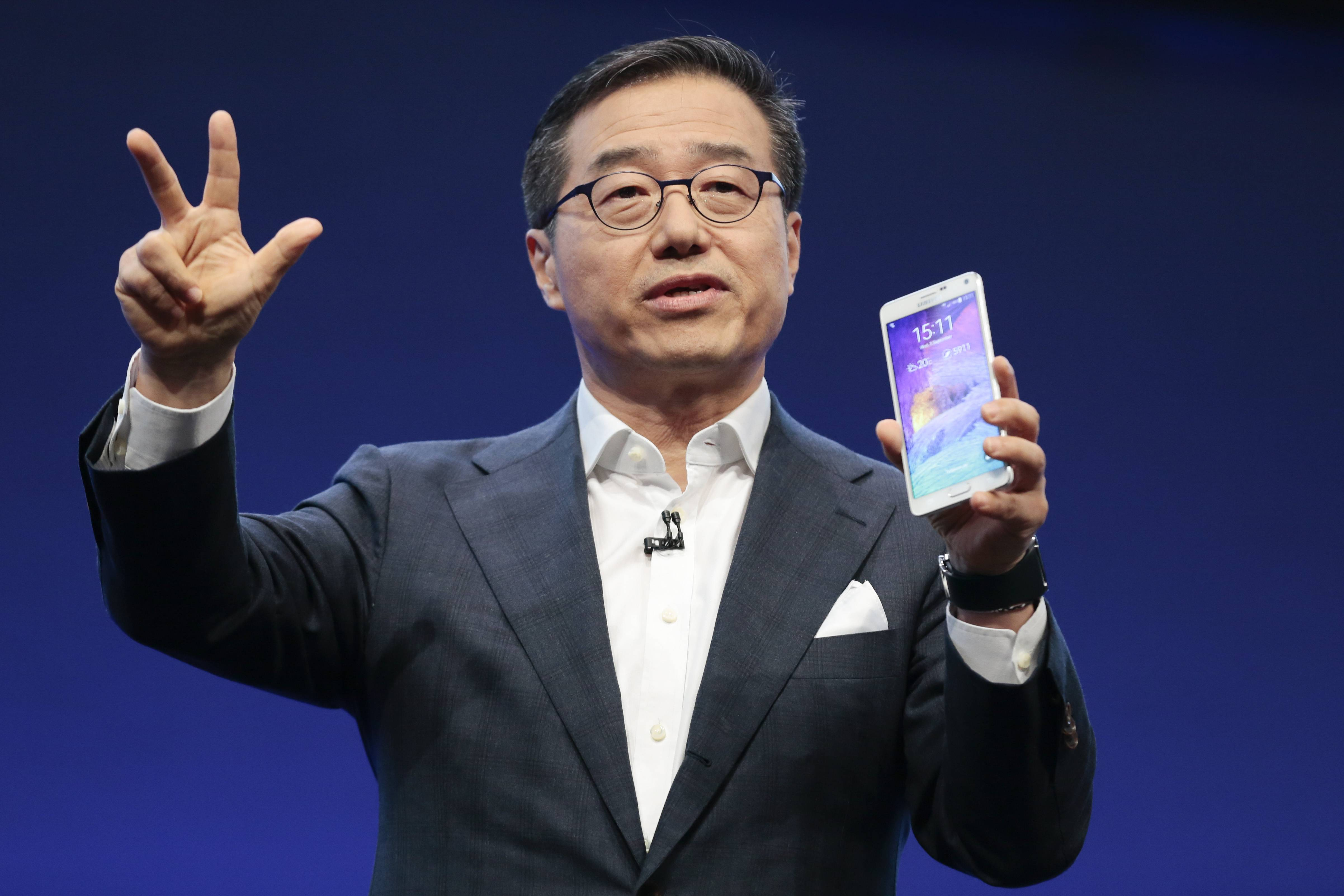 DJ Lee Executive Vice President of Samsung presents a Samsung Galaxy Note 4 during his keynote at an unpacked event of Samsung ahead of the consumer electronic fair IFA in Berlin, Wednesday.