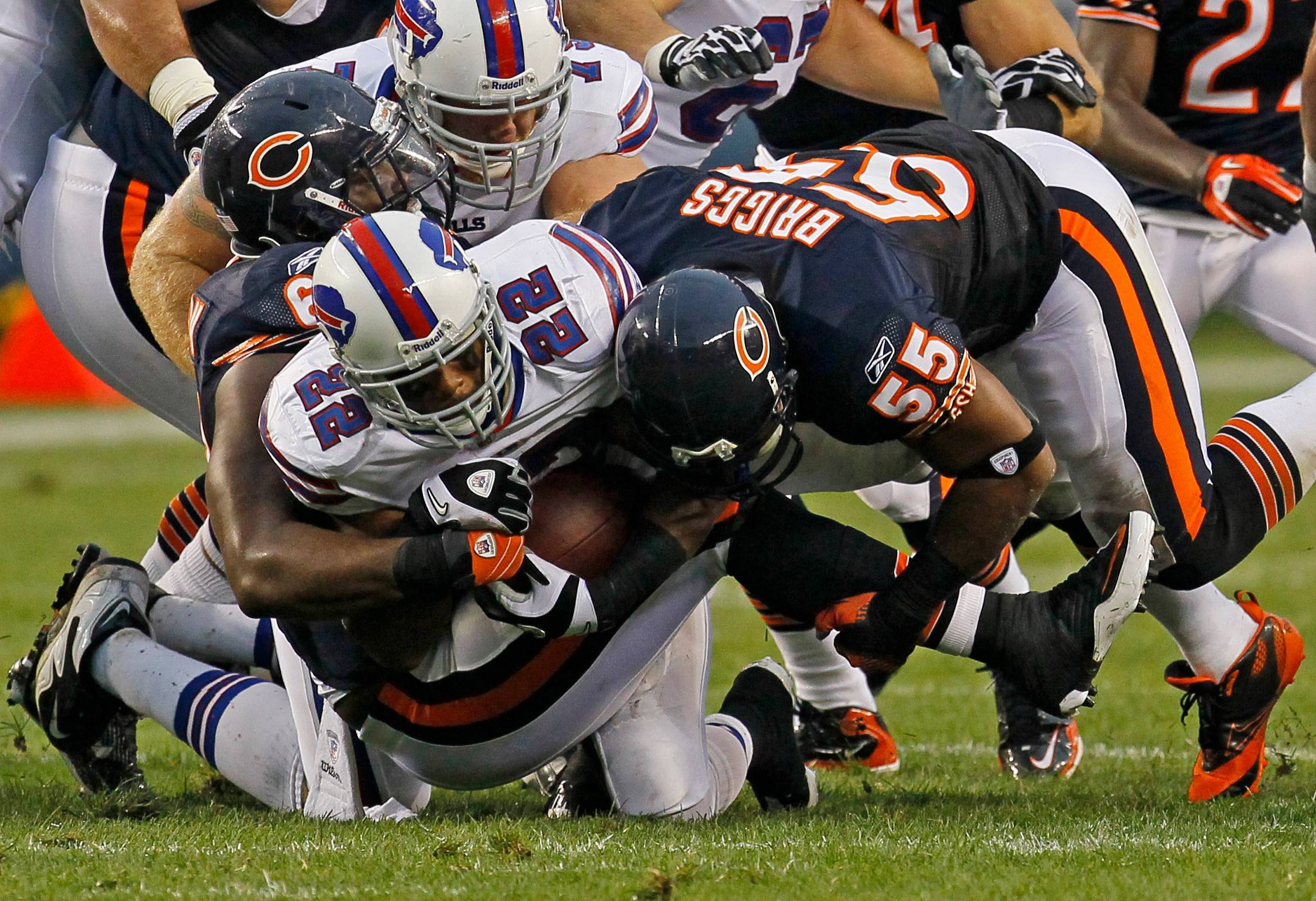 Bears can't let Spiller, Jackson get loose
