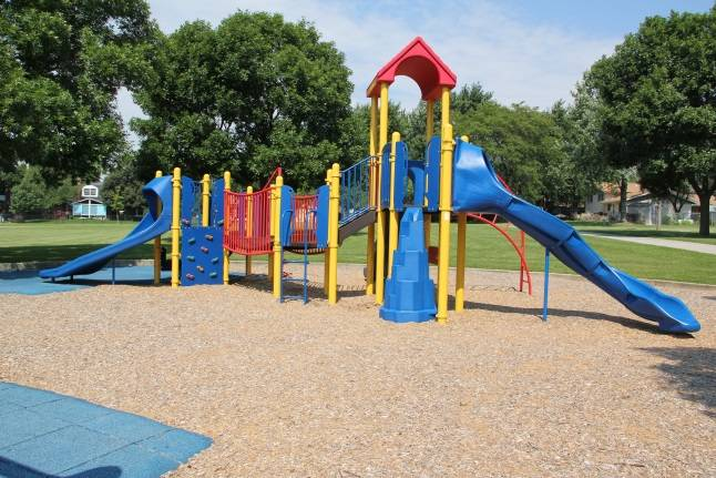 Visit a variety of parks and facilities and see everything the Schaumburg Park District has to offer.Schaumburg Park District
