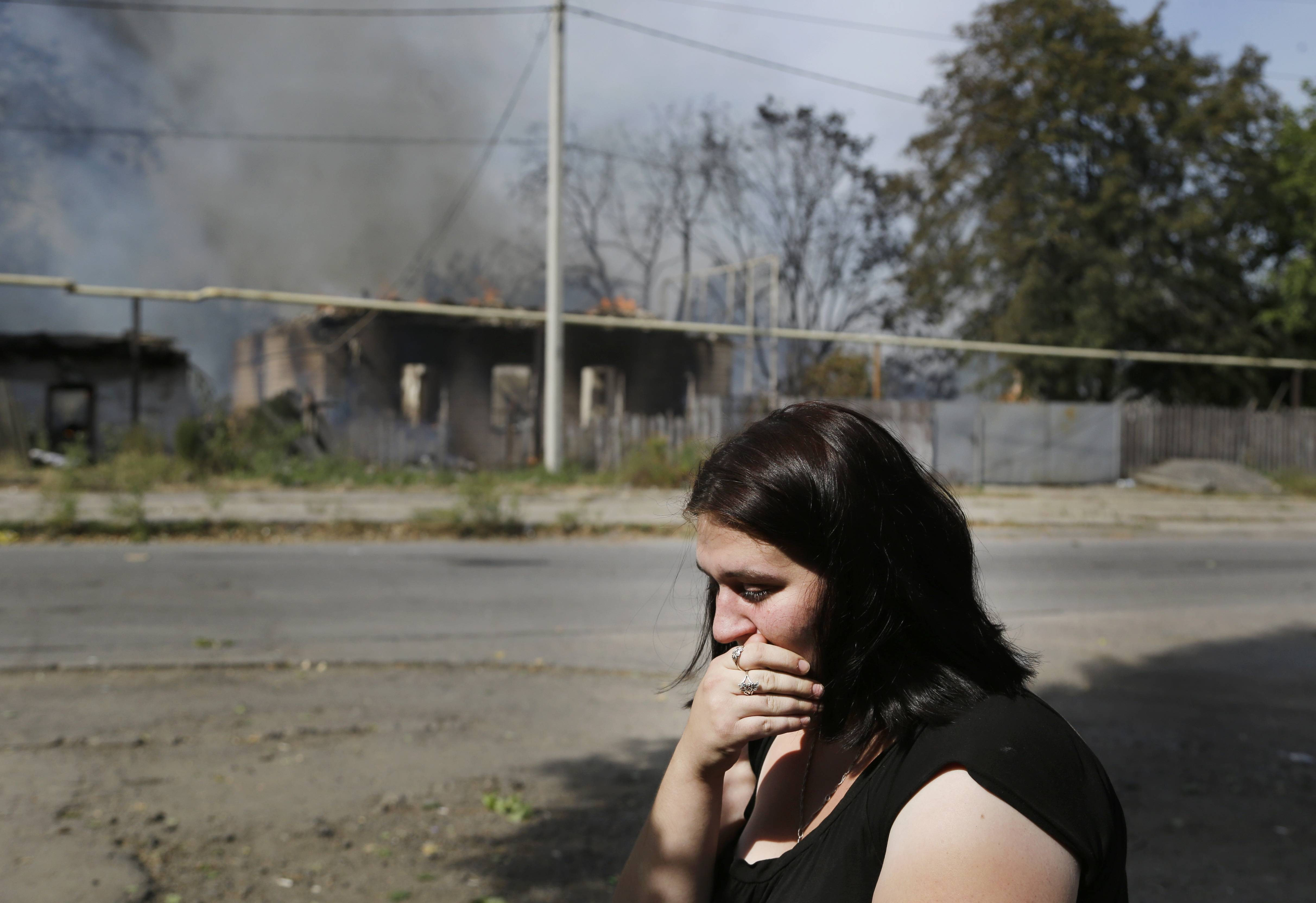 Ukraine shelling claims lives, sets houses ablaze