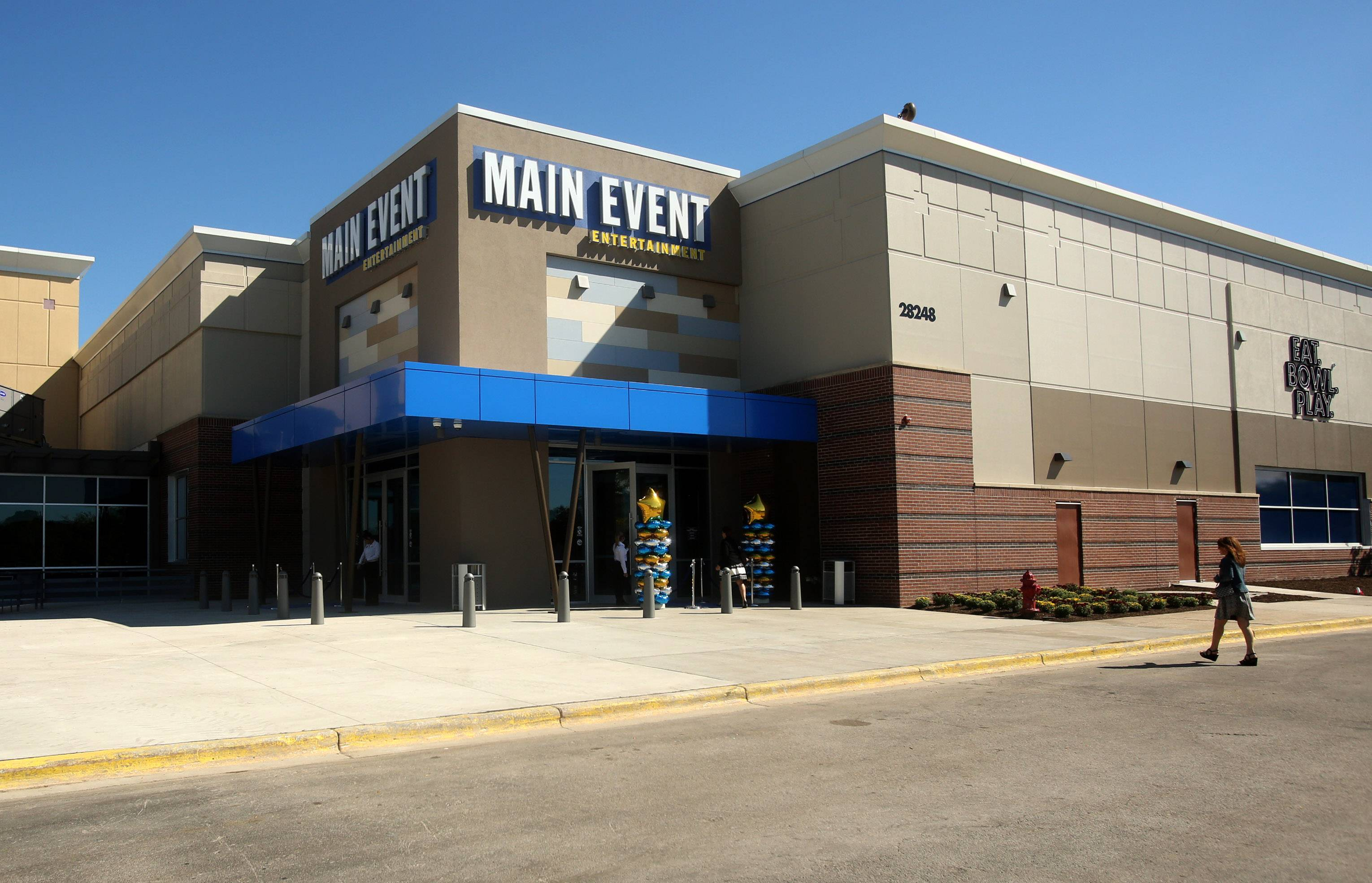 family entertainment center opens in warrenville