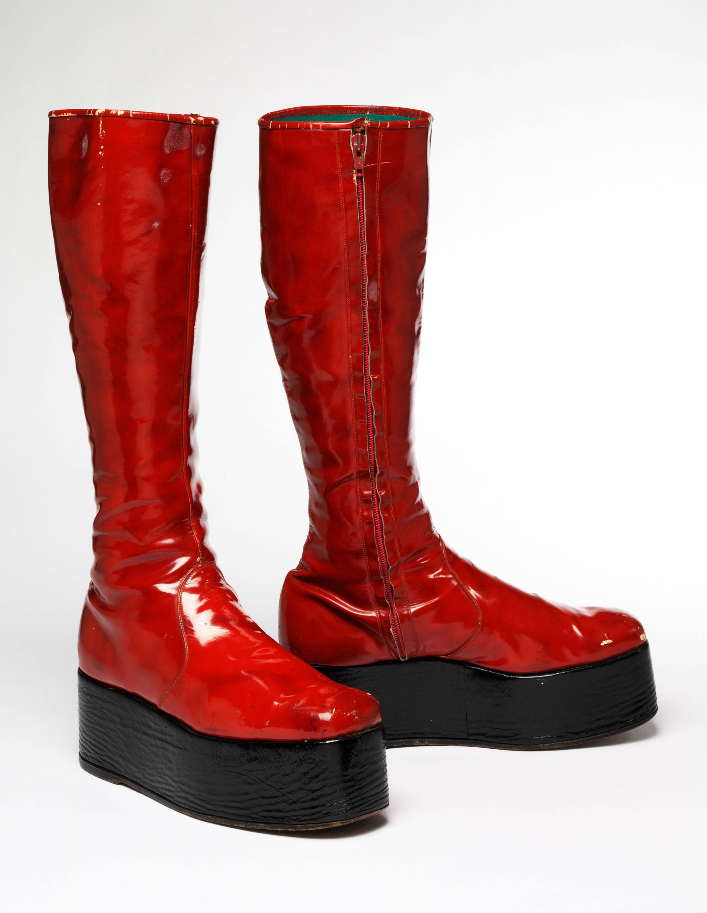 "Fashion -- including the pop star's red platform boots for the 1973 ""Aladdin Sane"" tour -- is part of the David Bowie story told through a traveling exhibit making its only U.S. appearance in Chicago."