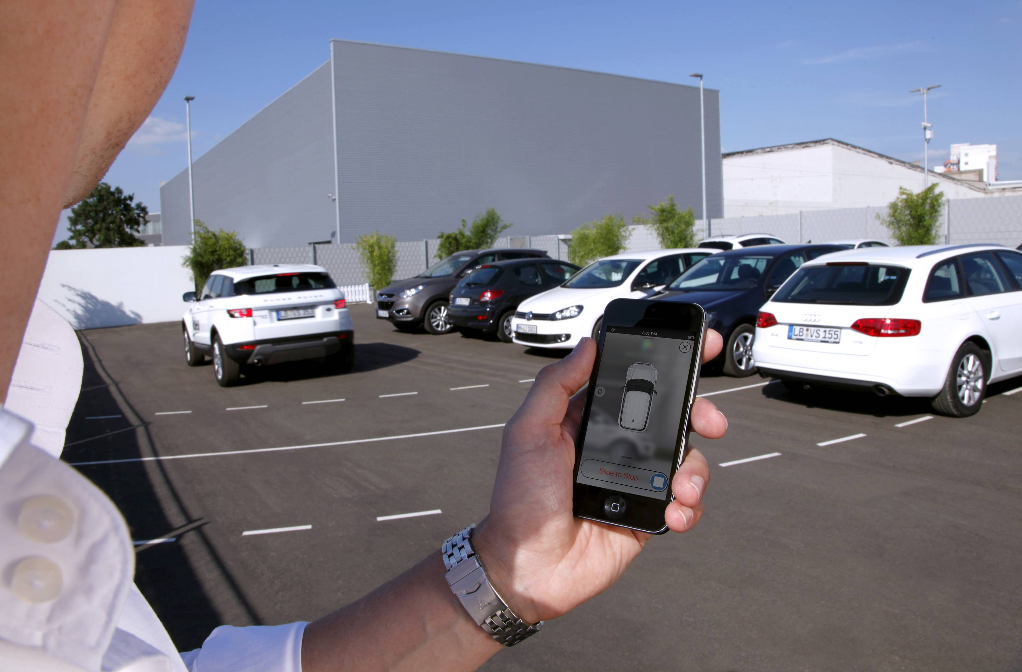 Technology being honed by the French auto parts maker uses a dozen ultrasonic sound-wave sensors, 360-degree cameras and a laser scanner to allow a vehicle to safely park within a few centimeters of other vehicles.