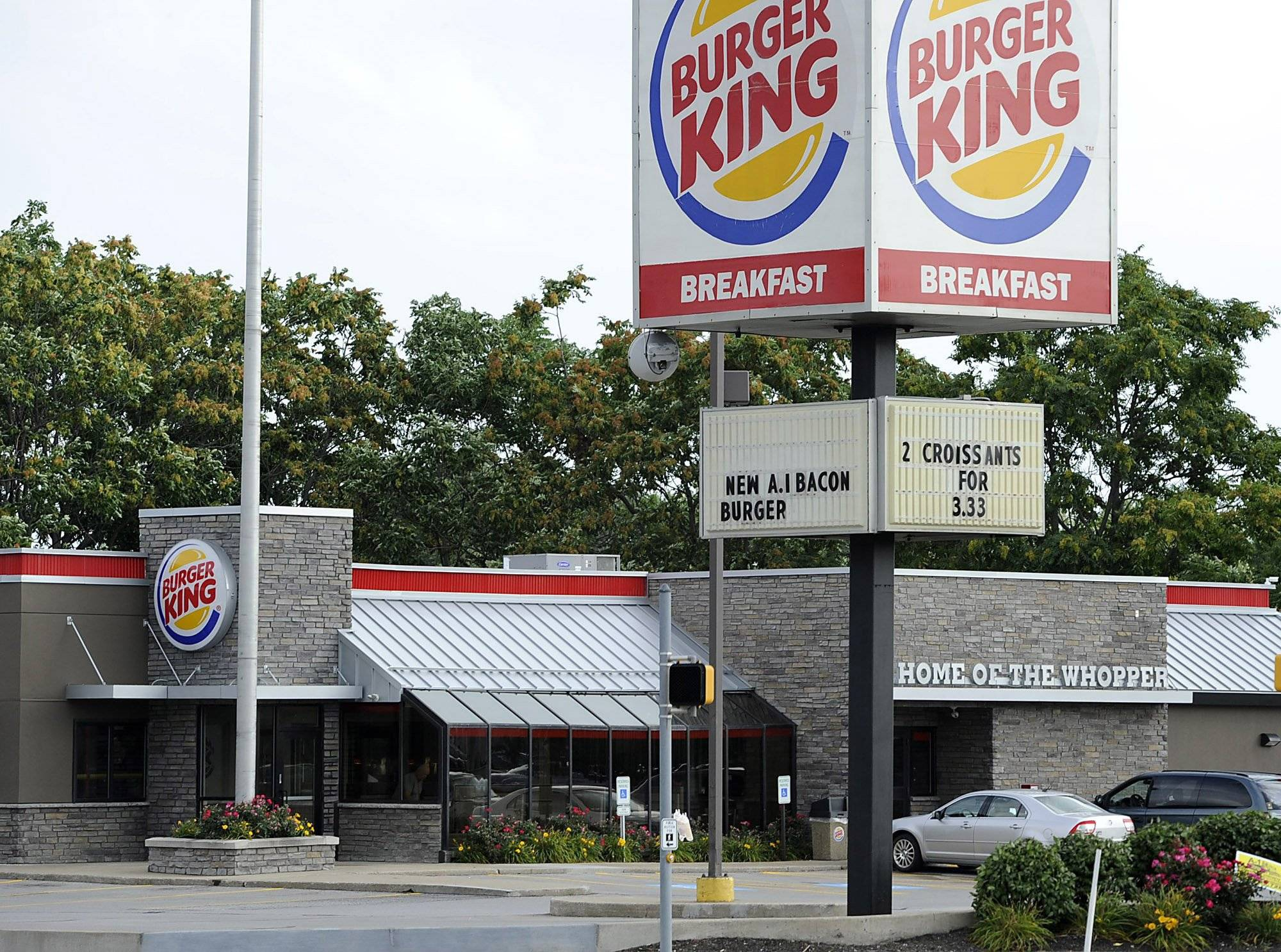 Burger King deal moving ahead amid U.S. crackdown on inversions