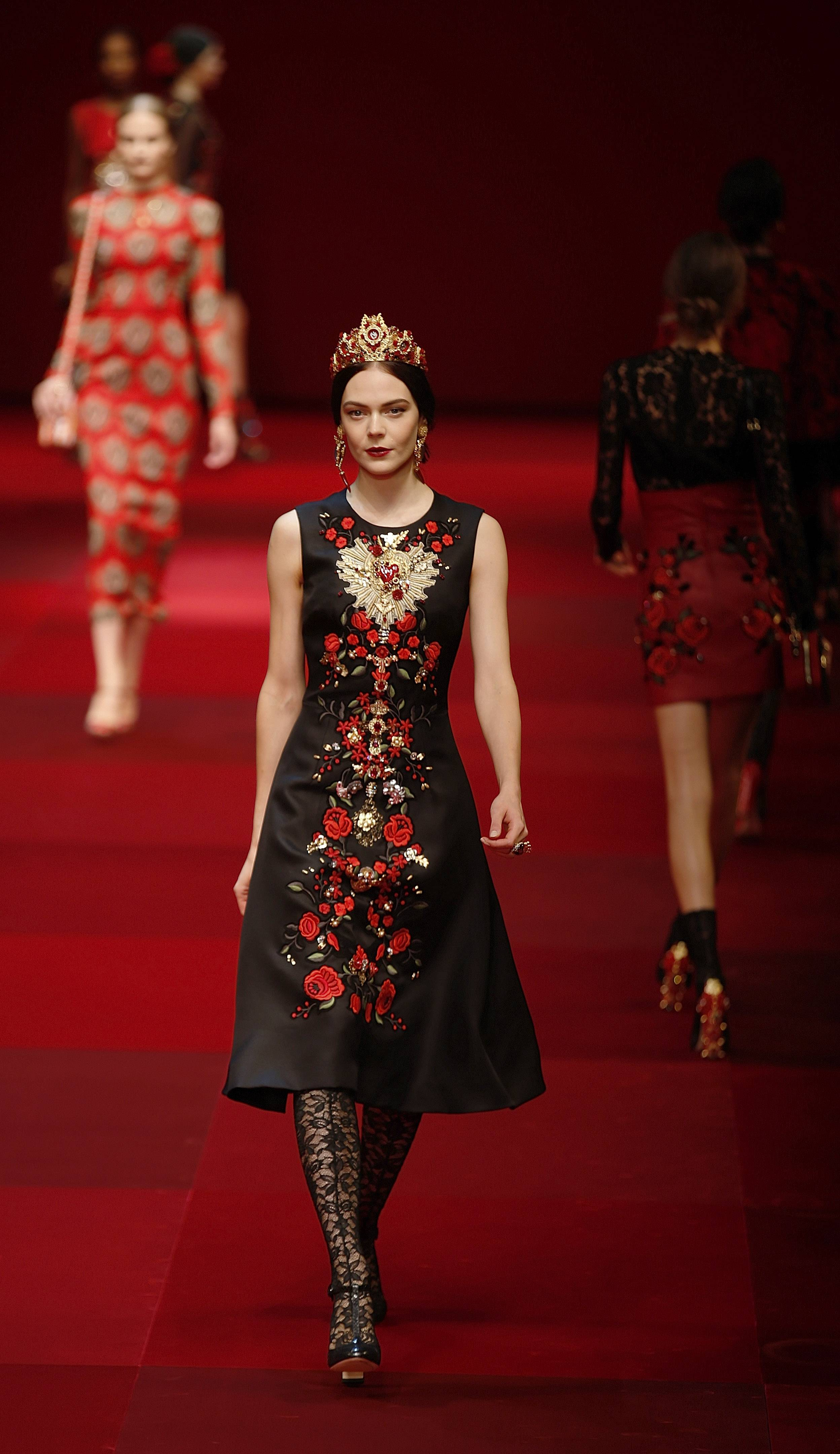 Dolce&Gabbana looks to Spain for influences in its women's spring-summer 2015 collection, unveiled during Milan Fashion Week Sunday.