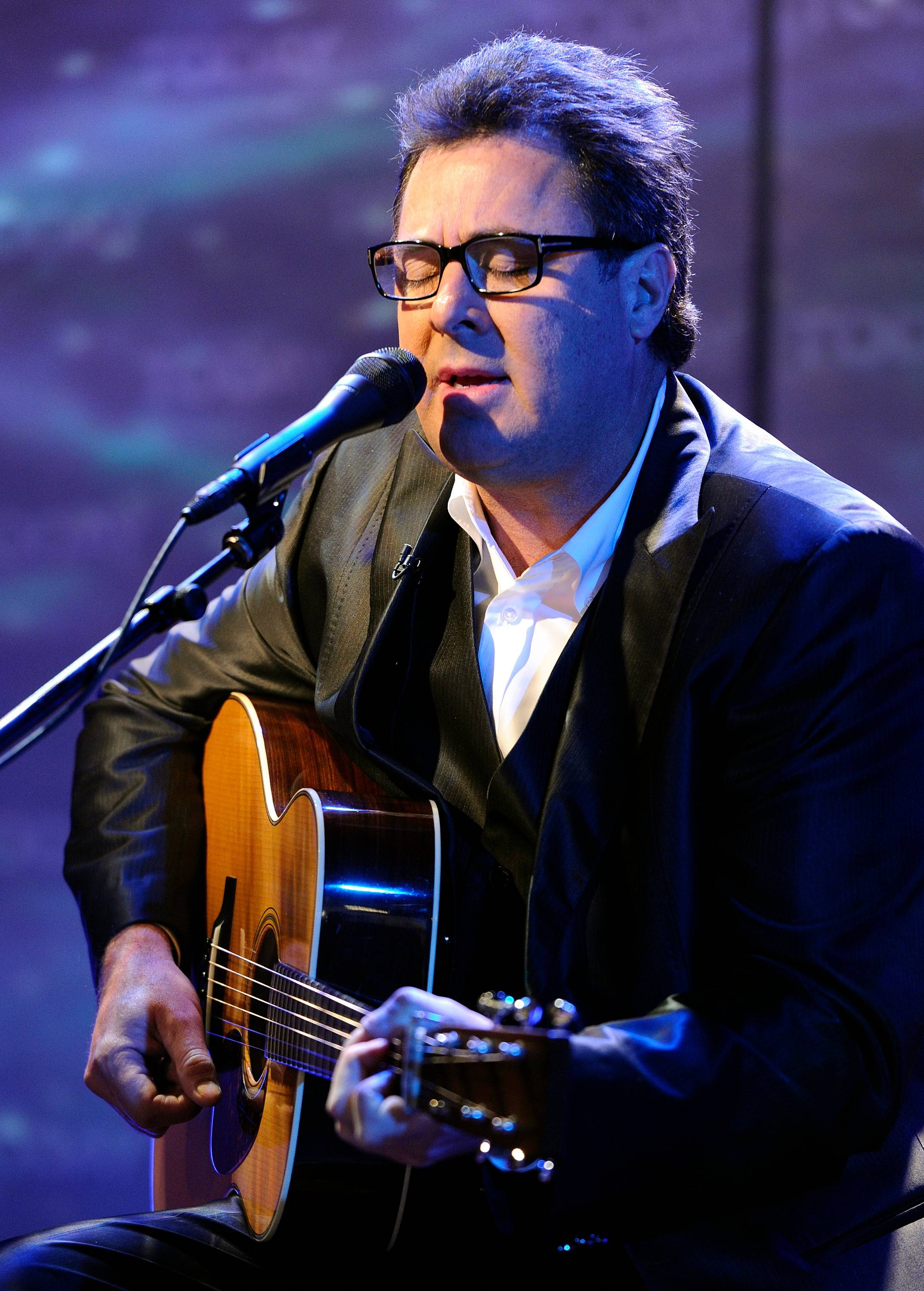Country singer Vince Gill has sung and played guitar on countless albums, in many musical genres. Yet he remains true to his humble Oklahoma roots.