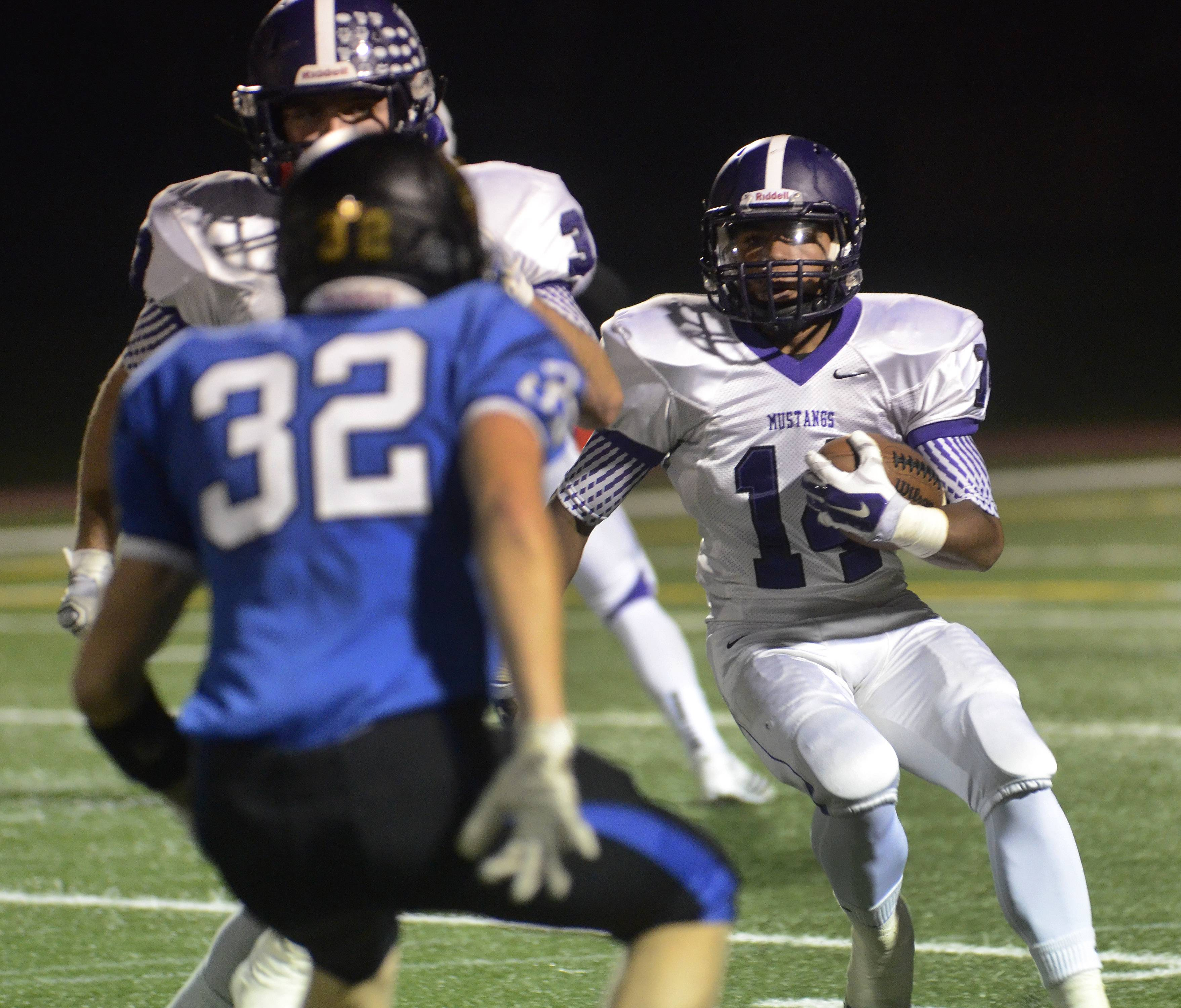 Devante Amos of Rolling Meadows goes on a run.