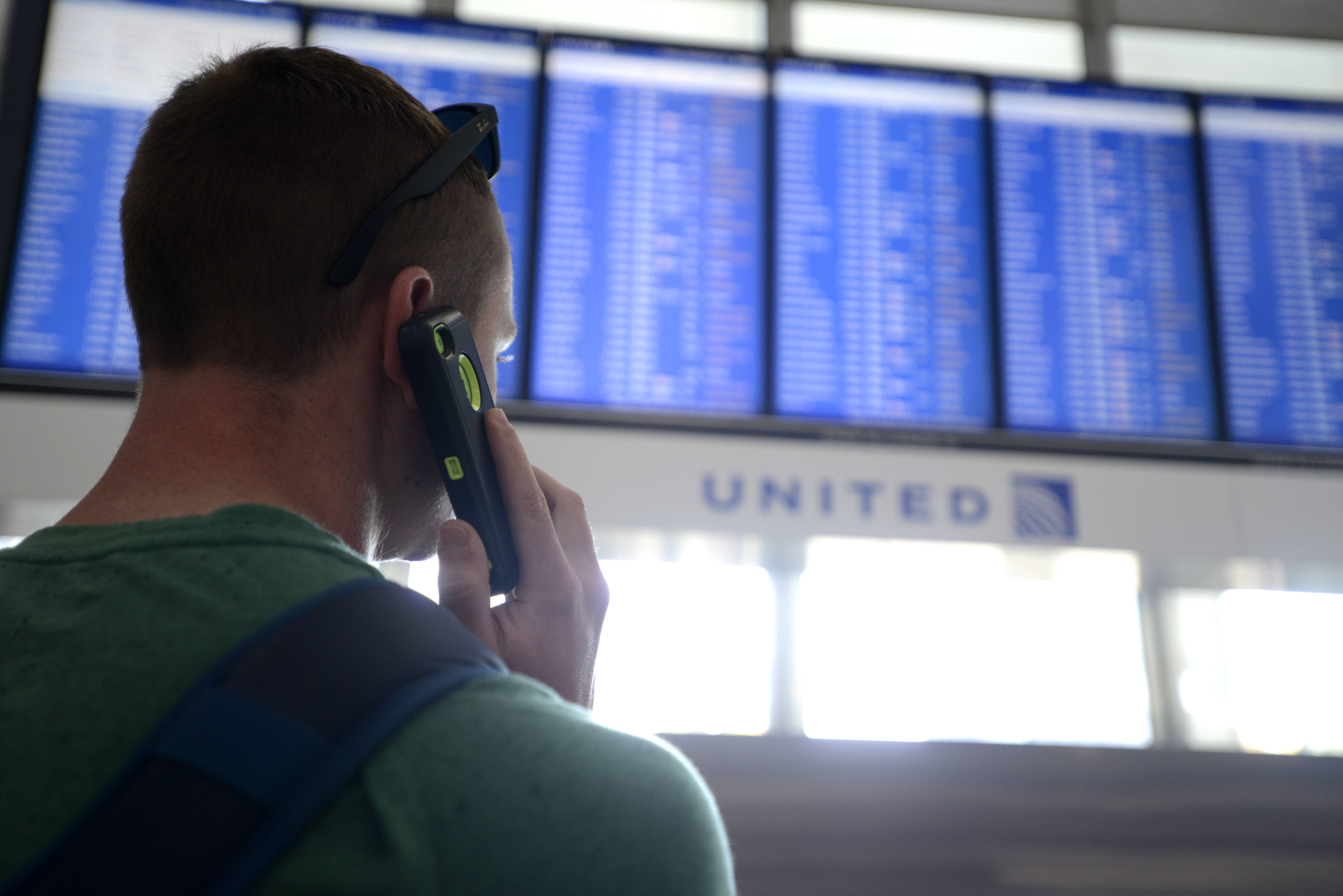 FAA: 2 weeks to reopen Chicago-area control center