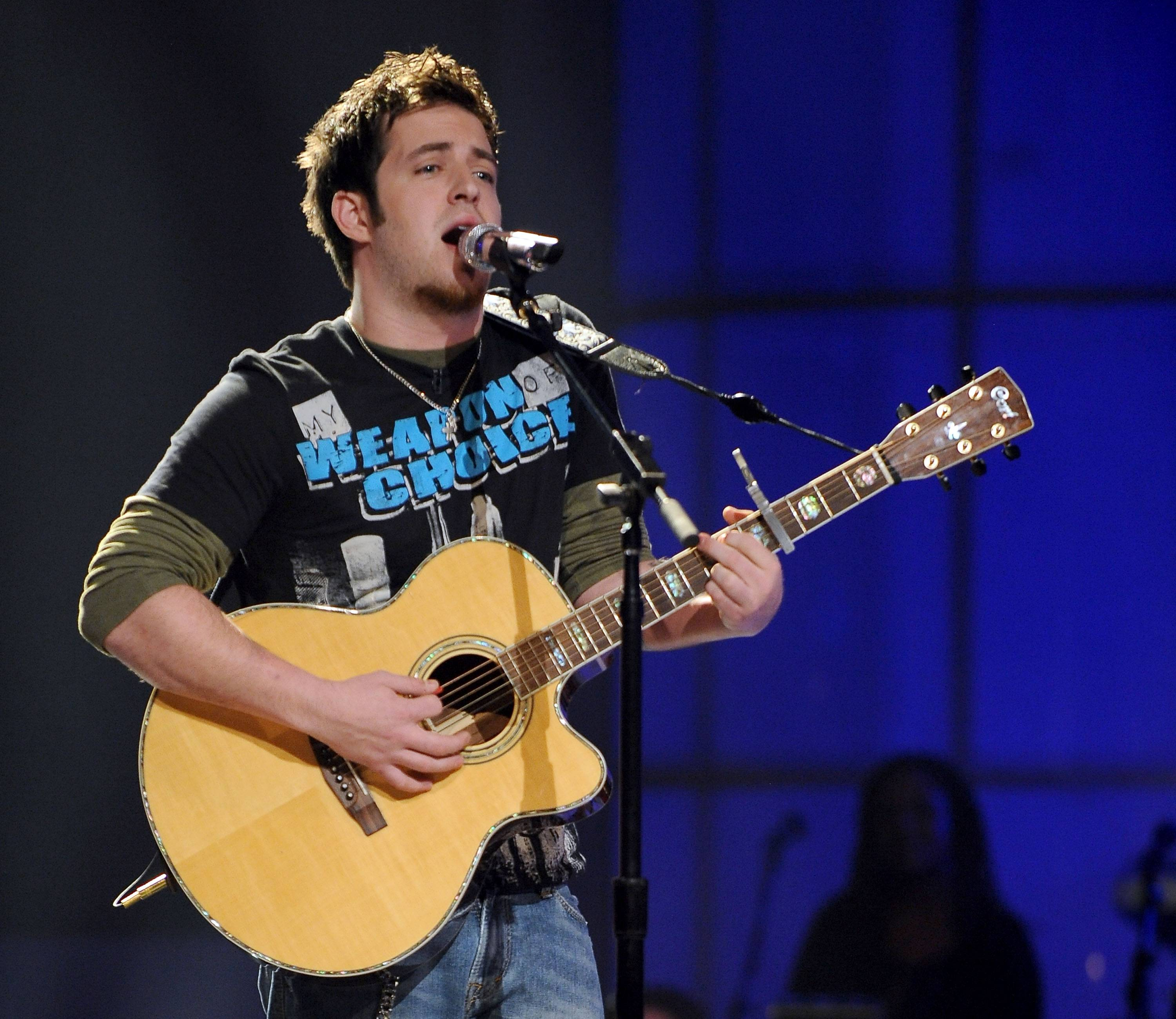 Mount Prospect native Lee DeWyze will perform in Evanston this weekend.