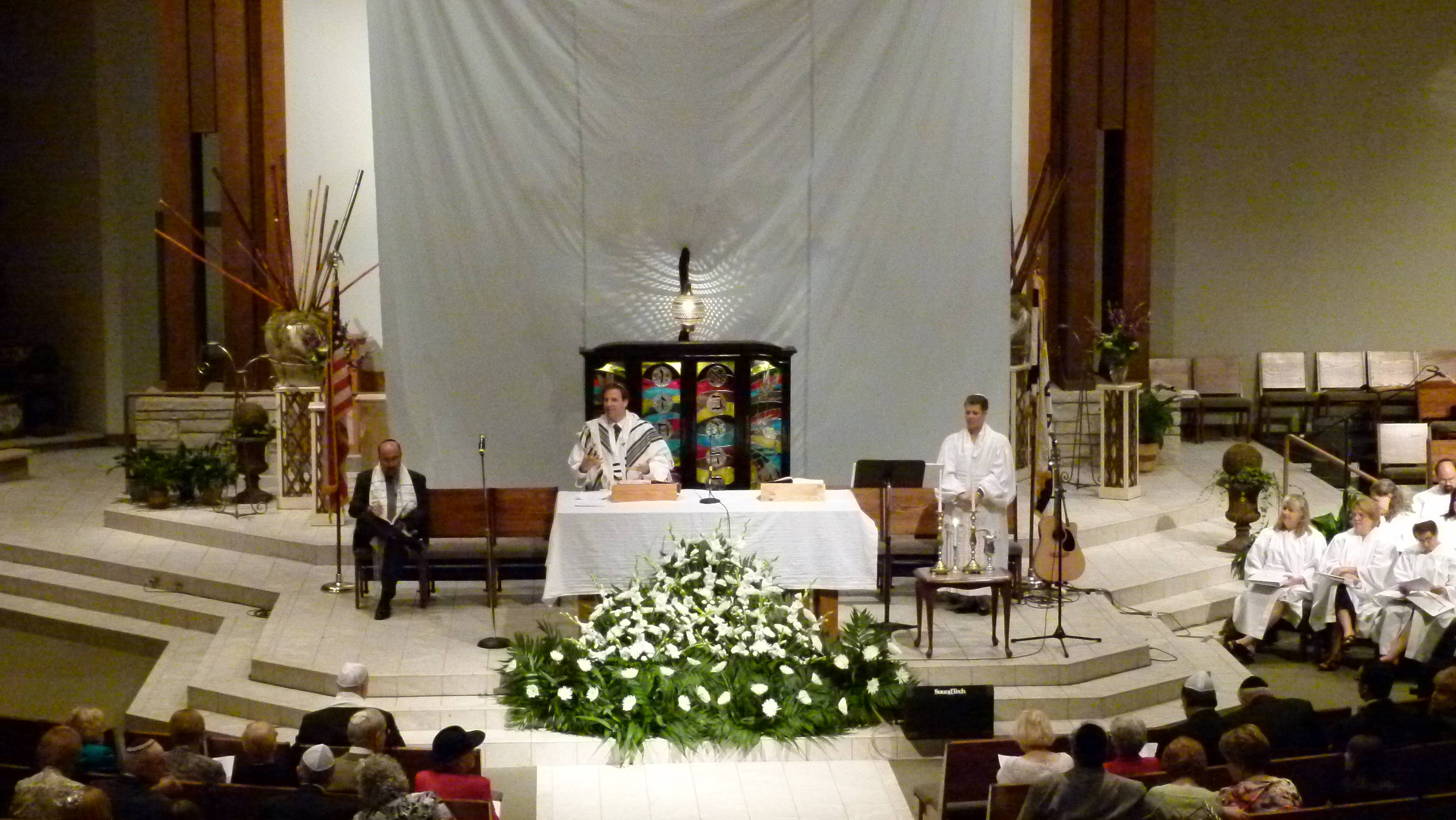 Jews observe High Holy Days in Catholic church