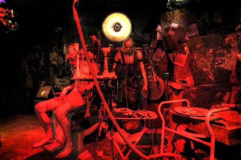 Rocker/filmmaker Rob Zombie goes for jugular in Villa Park haunted house