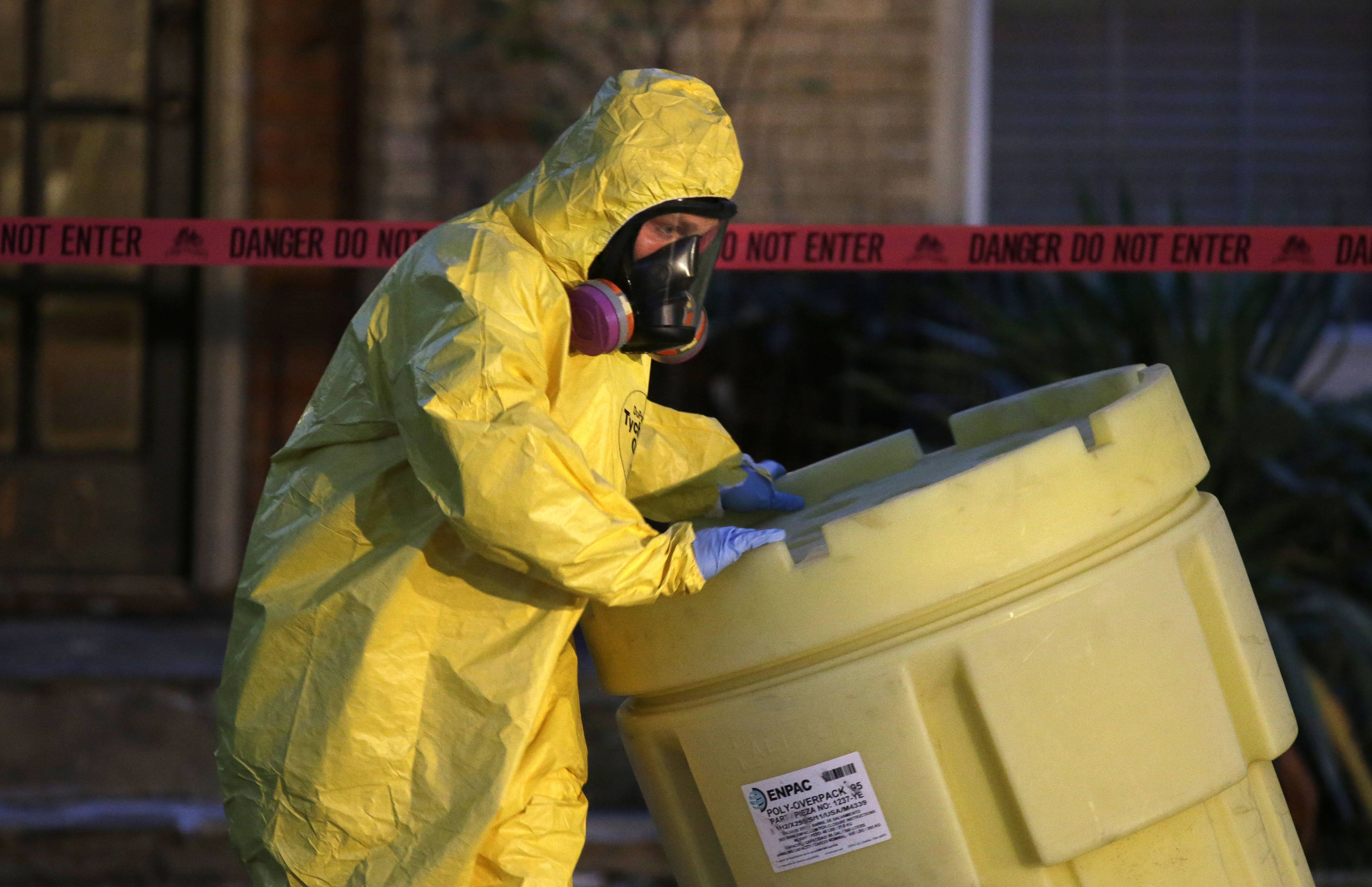 Texas health worker first to contract Ebola in U.S.