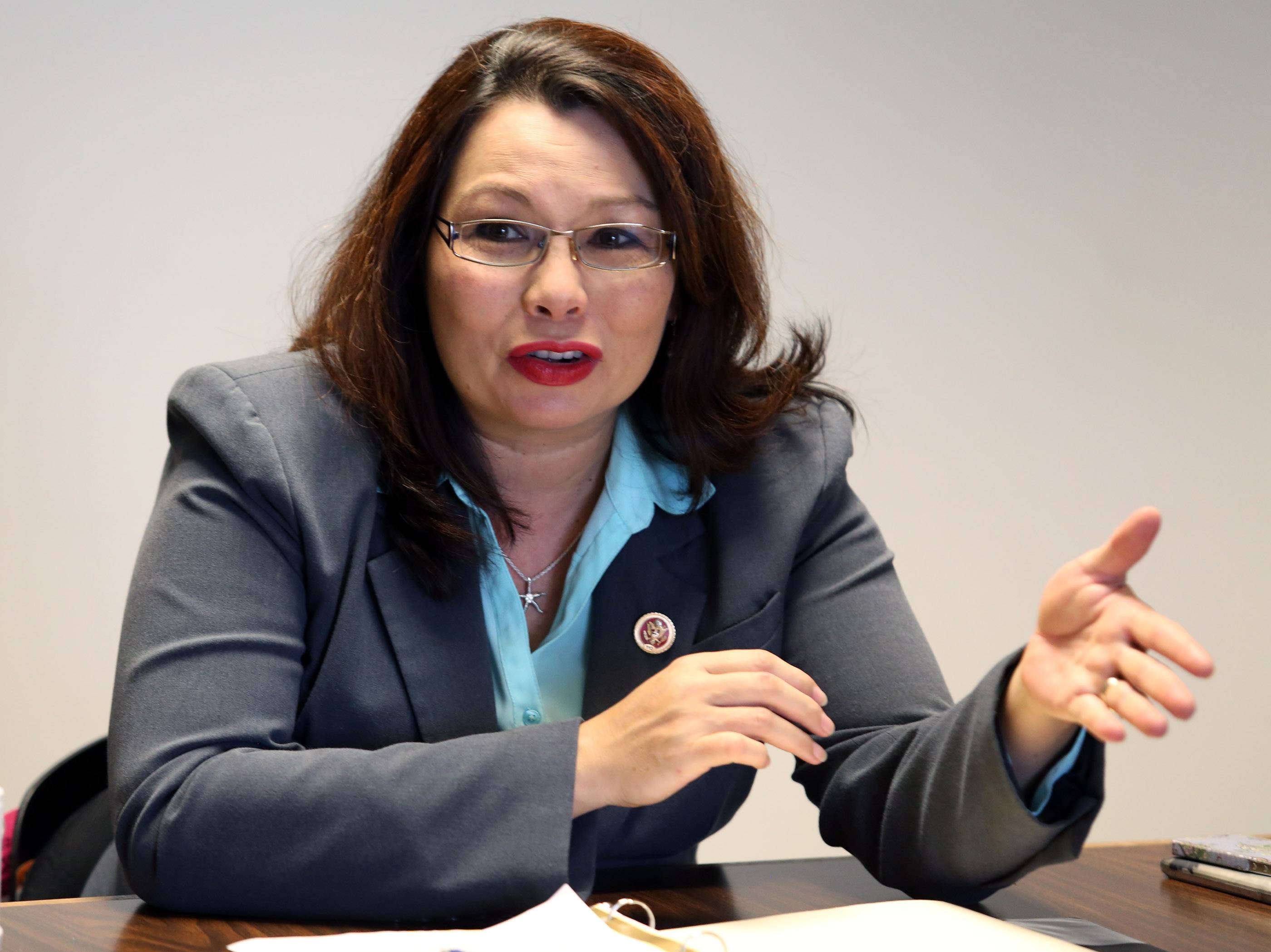 Duckworth announces military retirement