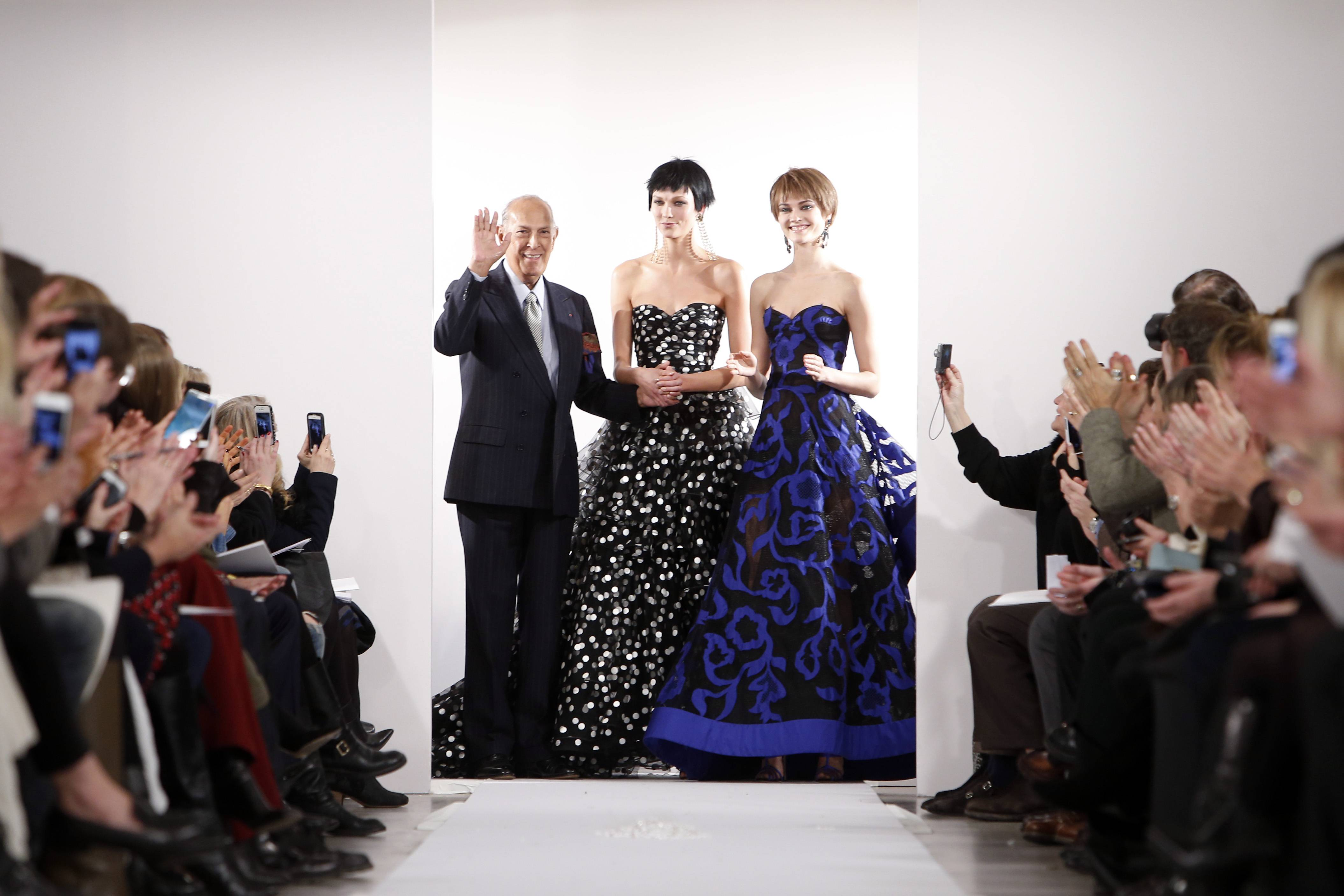 In this Feb. 11, 2014 file photo, Designer Oscar de la Renta acknowledges the audience after his Fall 2014 collection show during Fashion Week in New York. The designer de la Renta, a favorite of socialites and movie stars alike, has died. He was 82.