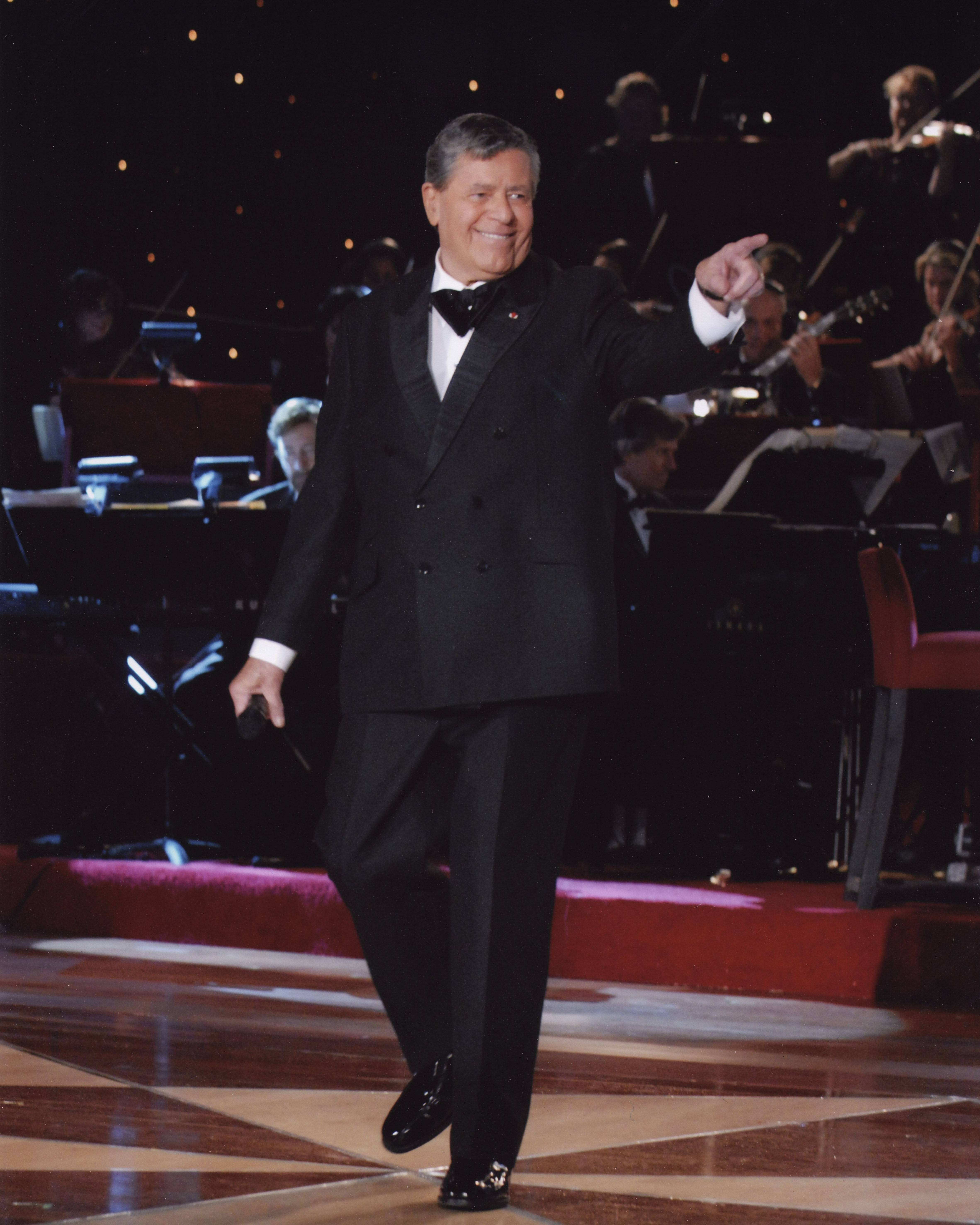 Jerry Lewis performs at Aurora's Paramount Theatre for a single show Sunday, Oct. 26.