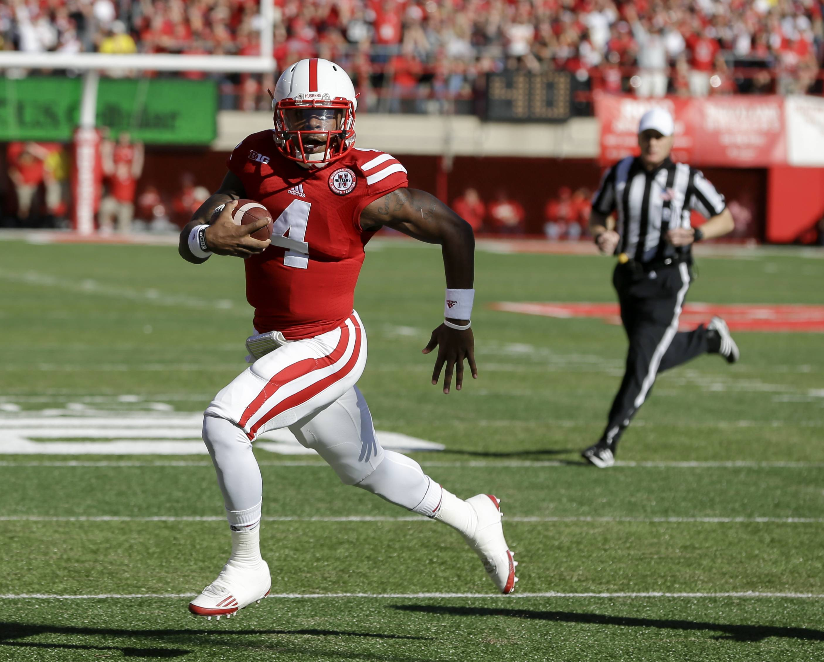 Nebraska quarterback Tommy Armstrong Jr. (4) runs for a touchdown in the first half against Rutgers in Lincoln, Neb., Saturday.