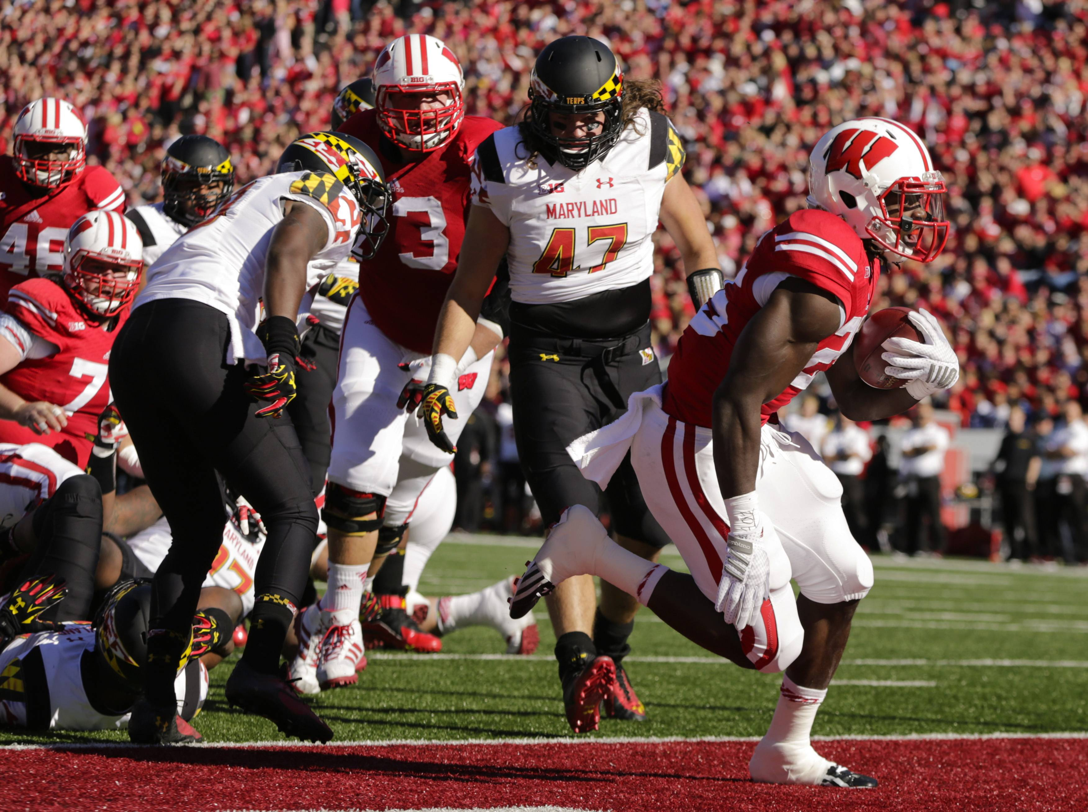 Wisconsin running back Melvin Gordon (25) scores a touchdown against Maryland defensive back Anthony Nixon, left, and Cole Farrand (47) during the first half Saturday in Madison, Wis.