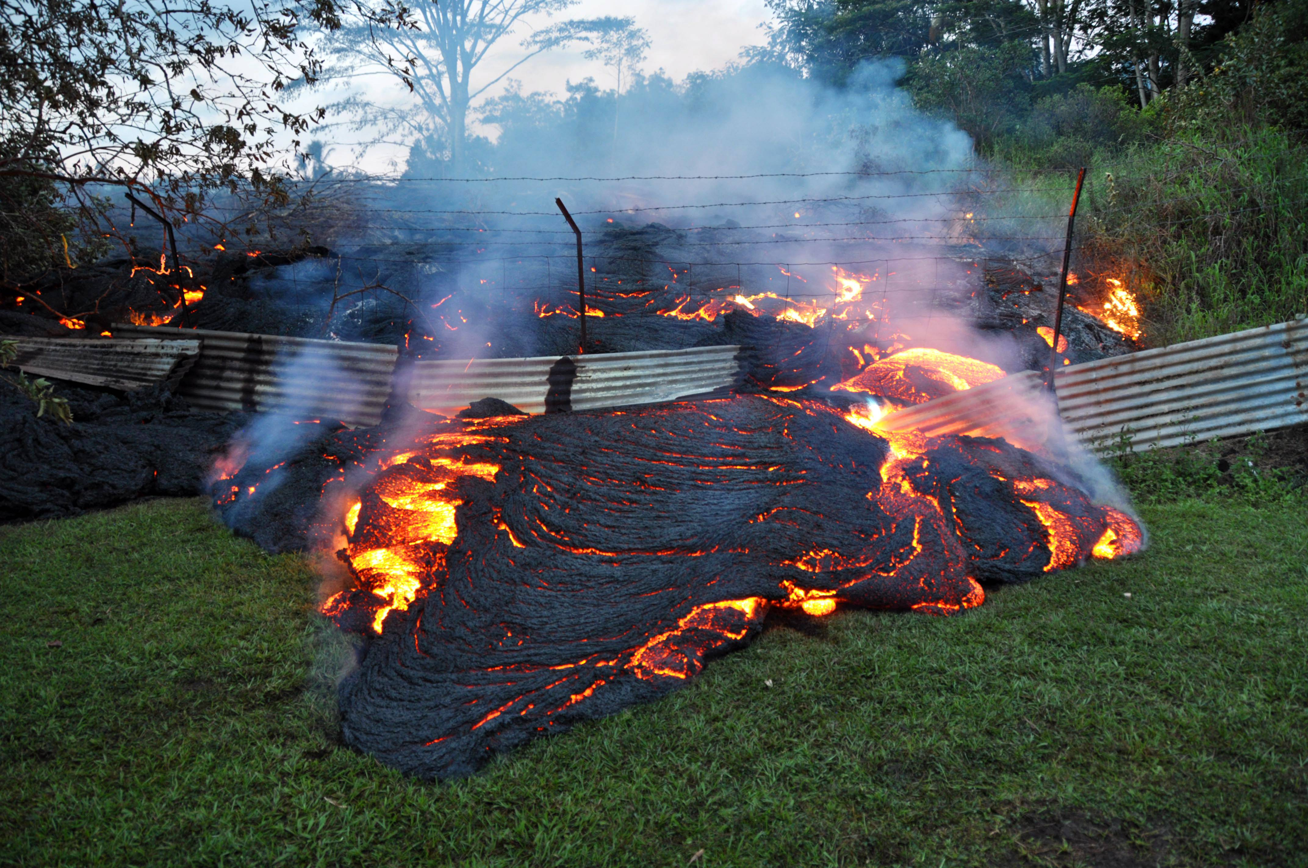 Rain helps with smoke emanating from Hawaii lava